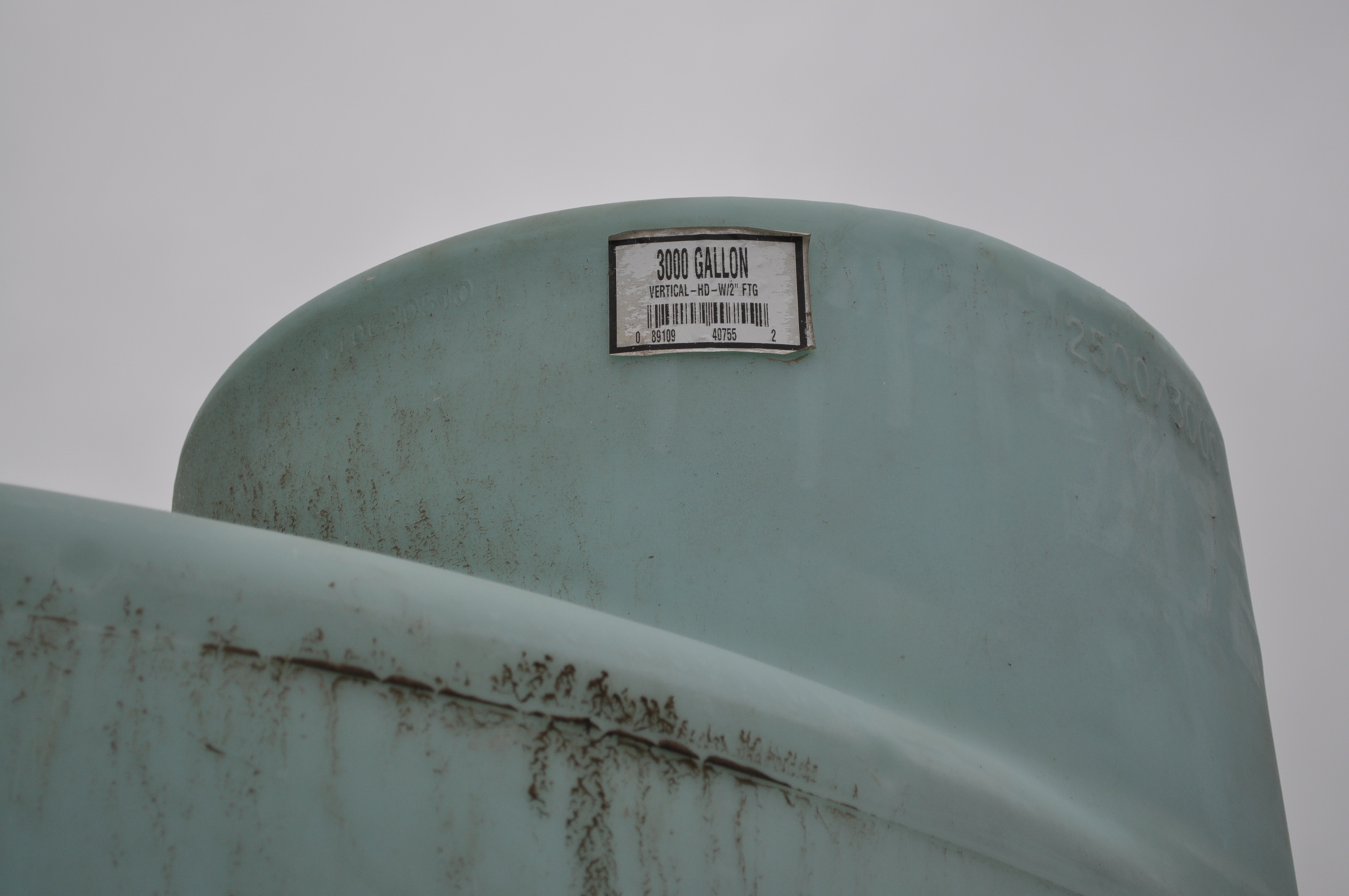 3000 gal poly flat bottom tank, always in barn - Image 4 of 4