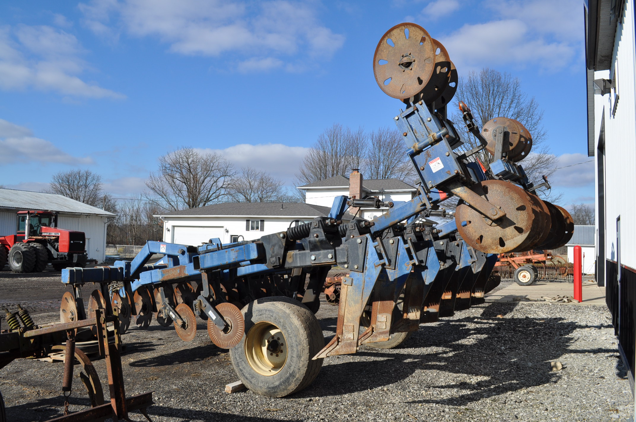 Blu-Jet Tillage Pro 7 shank inline ripper, front and rear hyd adjustable discs, sells with extra - Image 2 of 18