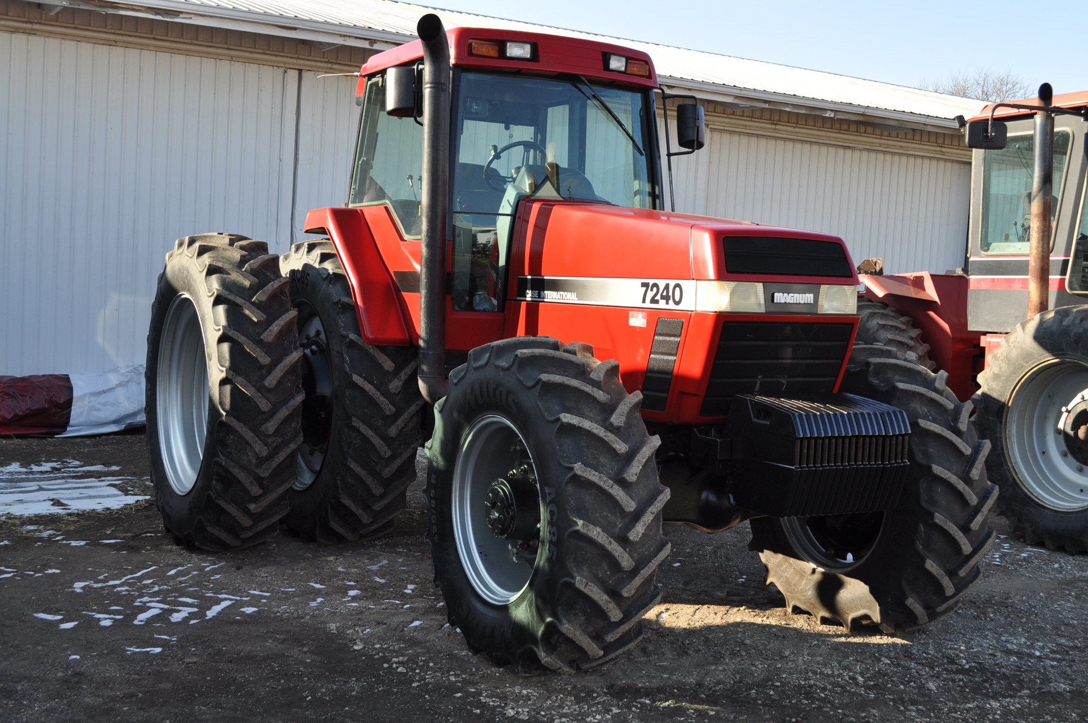 Case IH 7240 MFWD tractor, 460/85R46 rear duals, 420/85R30 front, 18 spd powershift, 4 reverse,