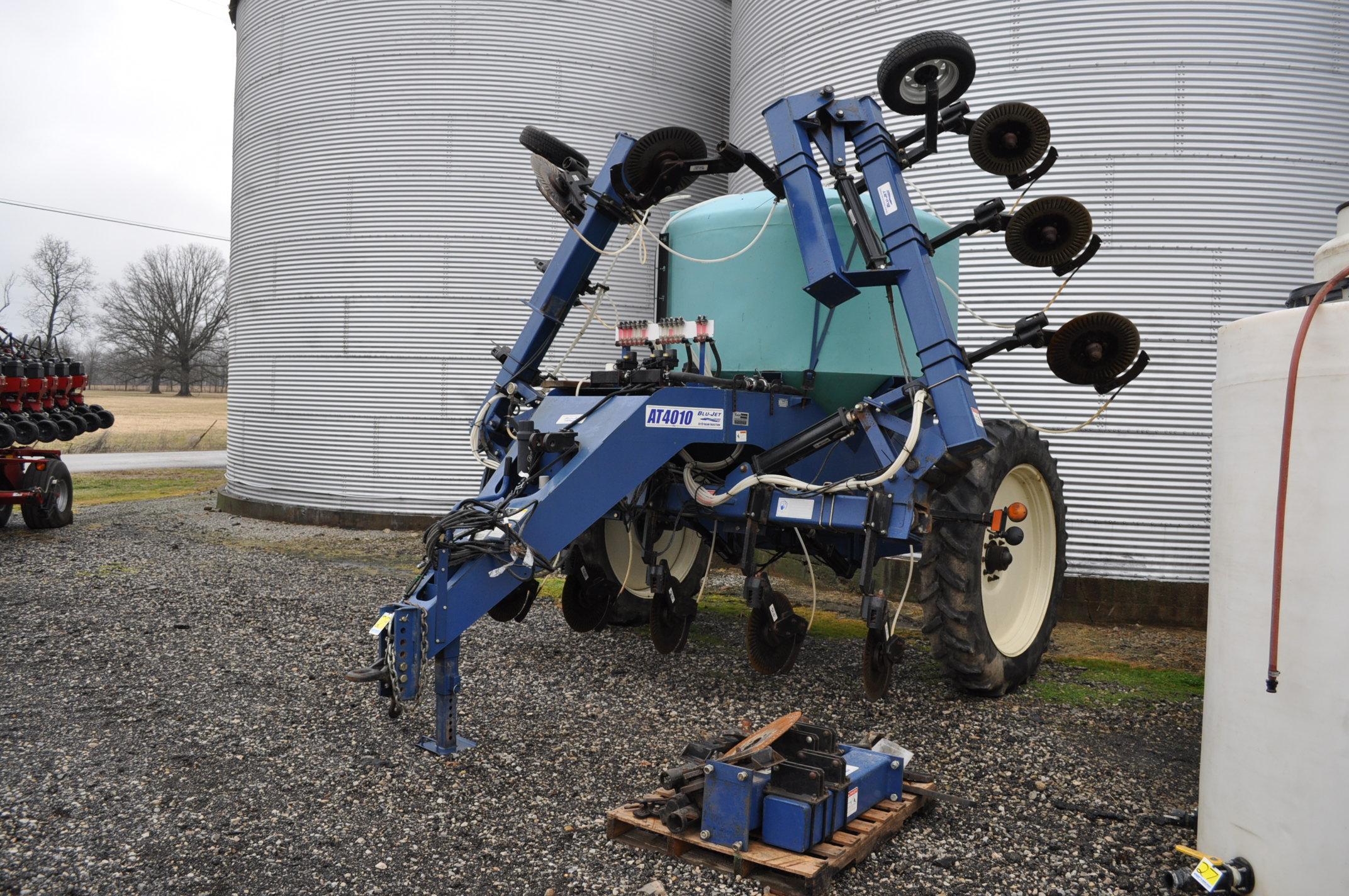 Blu-Jet AT 4010 28% applicator, 12/16 row, 1200 gal poly tank, 320/90R46 tires, hyd drive pump,