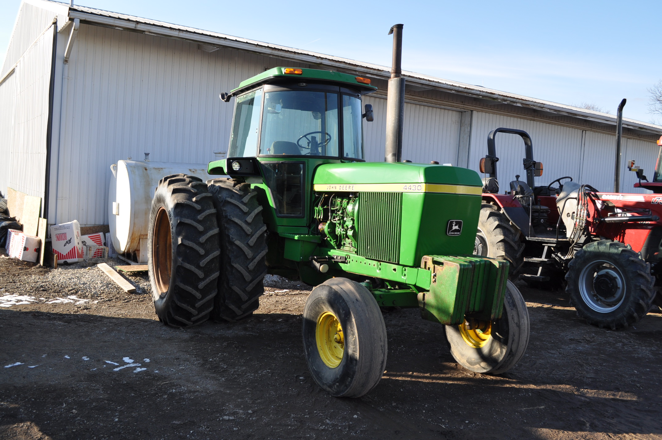 John Deere 4430 tractor, C/H/A, 18.4-38 duals, 11.00-16 front, front weights, Quad range, 2 hyd, 3