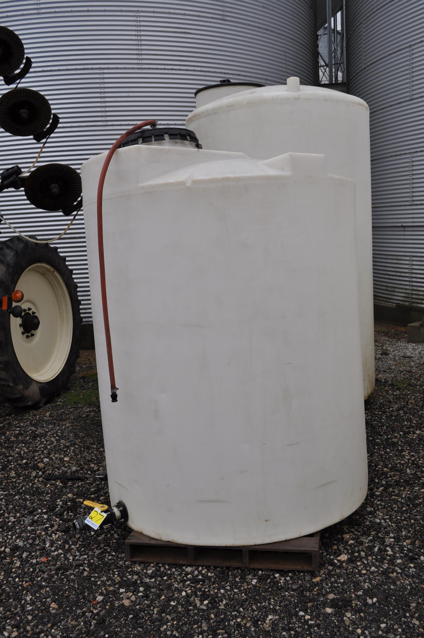 1000 gal flat bottom poly tank