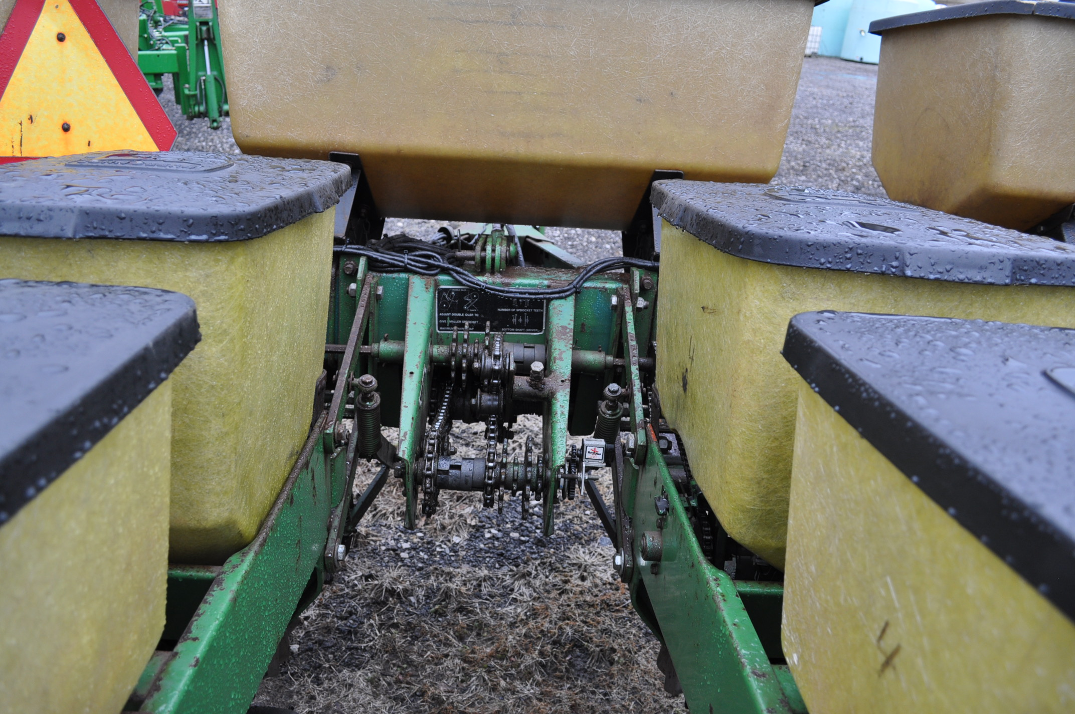 "John Deere 7000 corn planter, 6 row 30"", 2x2 dry fertilizer, no-till coulters, PP finger pickup - Image 9 of 11"
