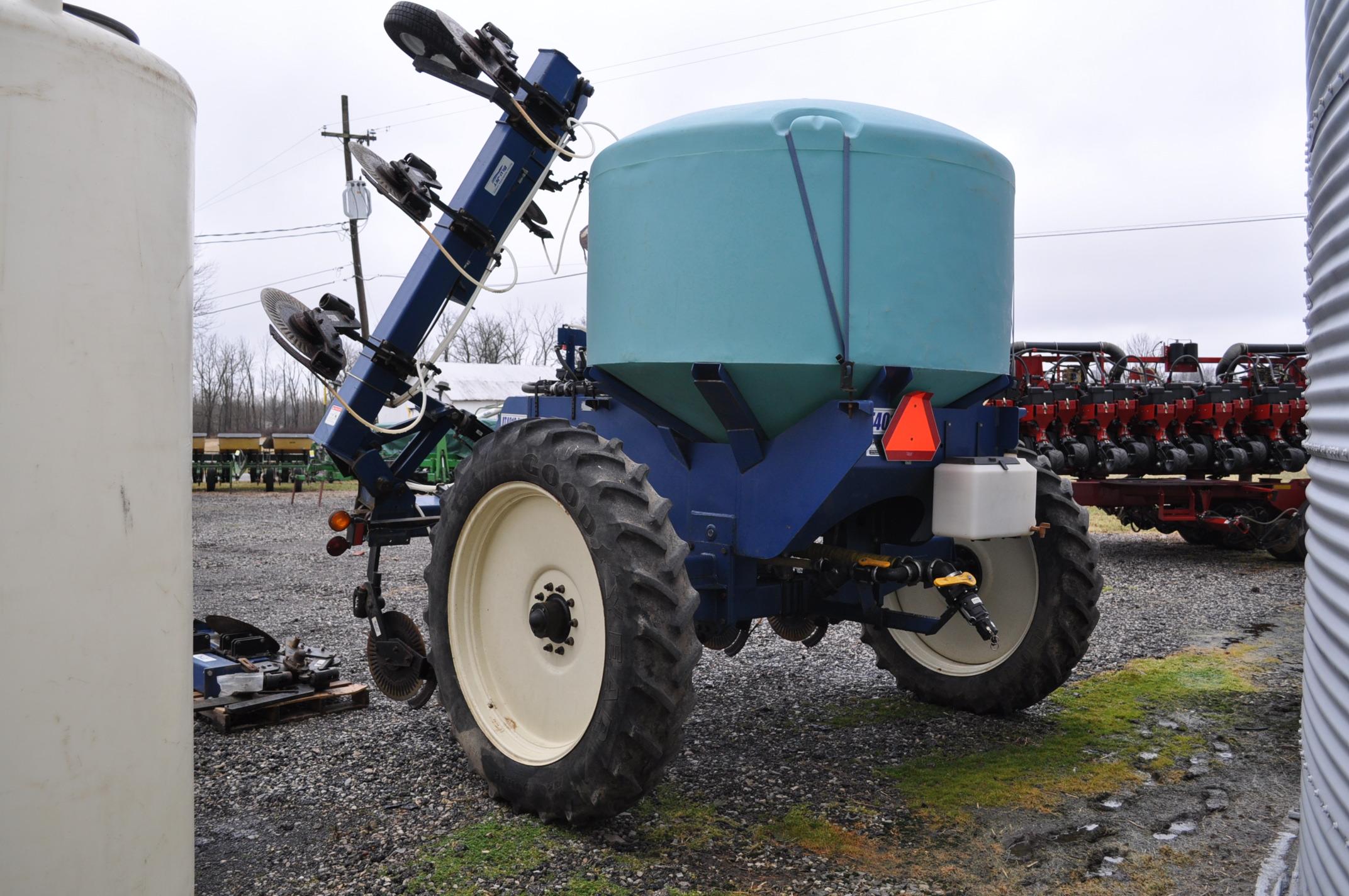 Blu-Jet AT 4010 28% applicator, 12/16 row, 1200 gal poly tank, 320/90R46 tires, hyd drive pump, - Image 4 of 12