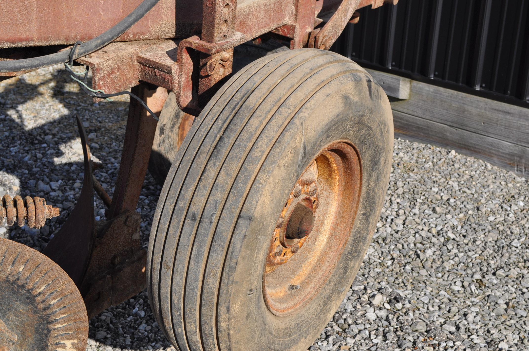International 700 onland moldboard plow, 7 btm, auto reset trip - Image 6 of 16