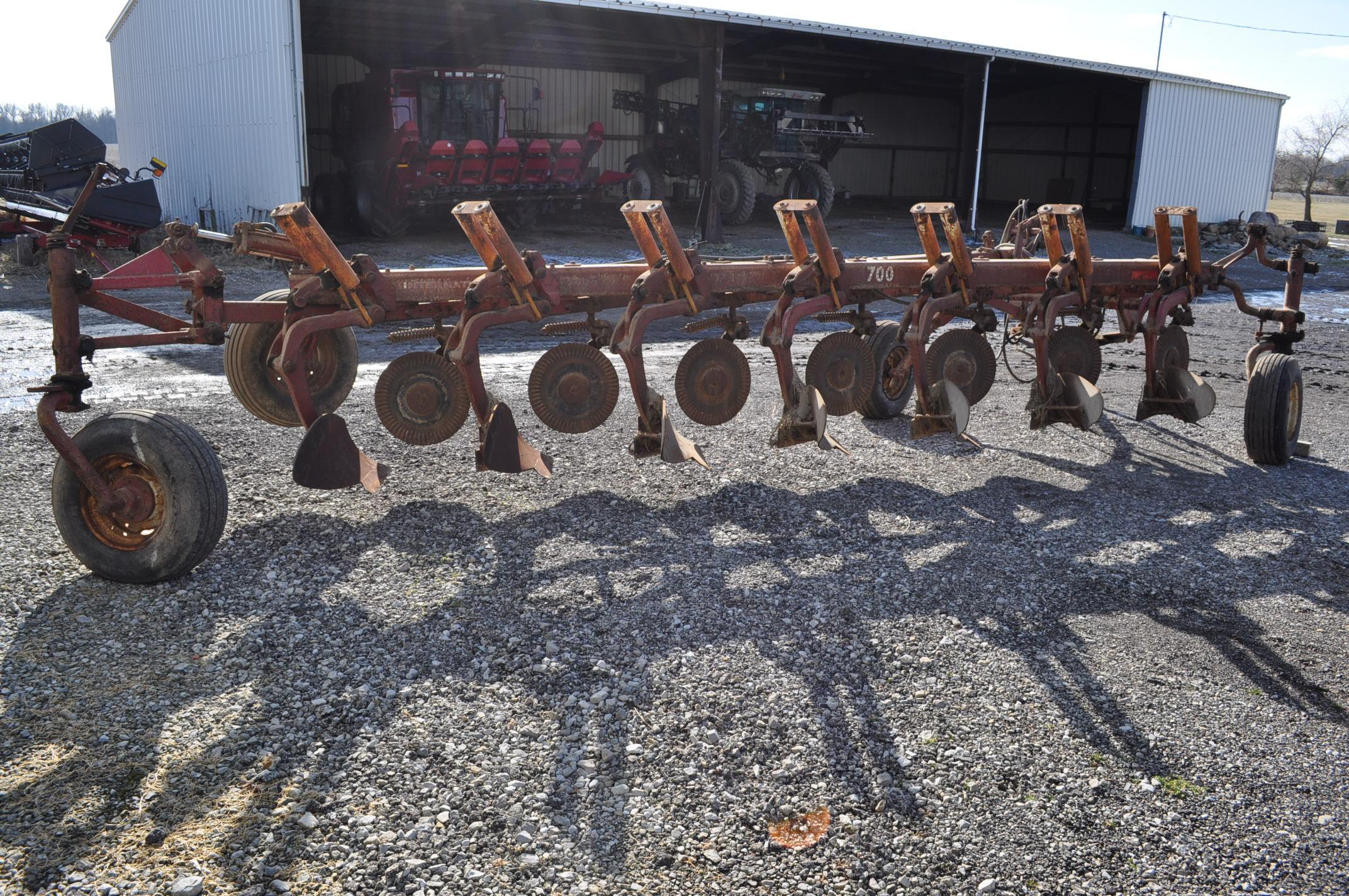 International 700 onland moldboard plow, 7 btm, auto reset trip - Image 3 of 16