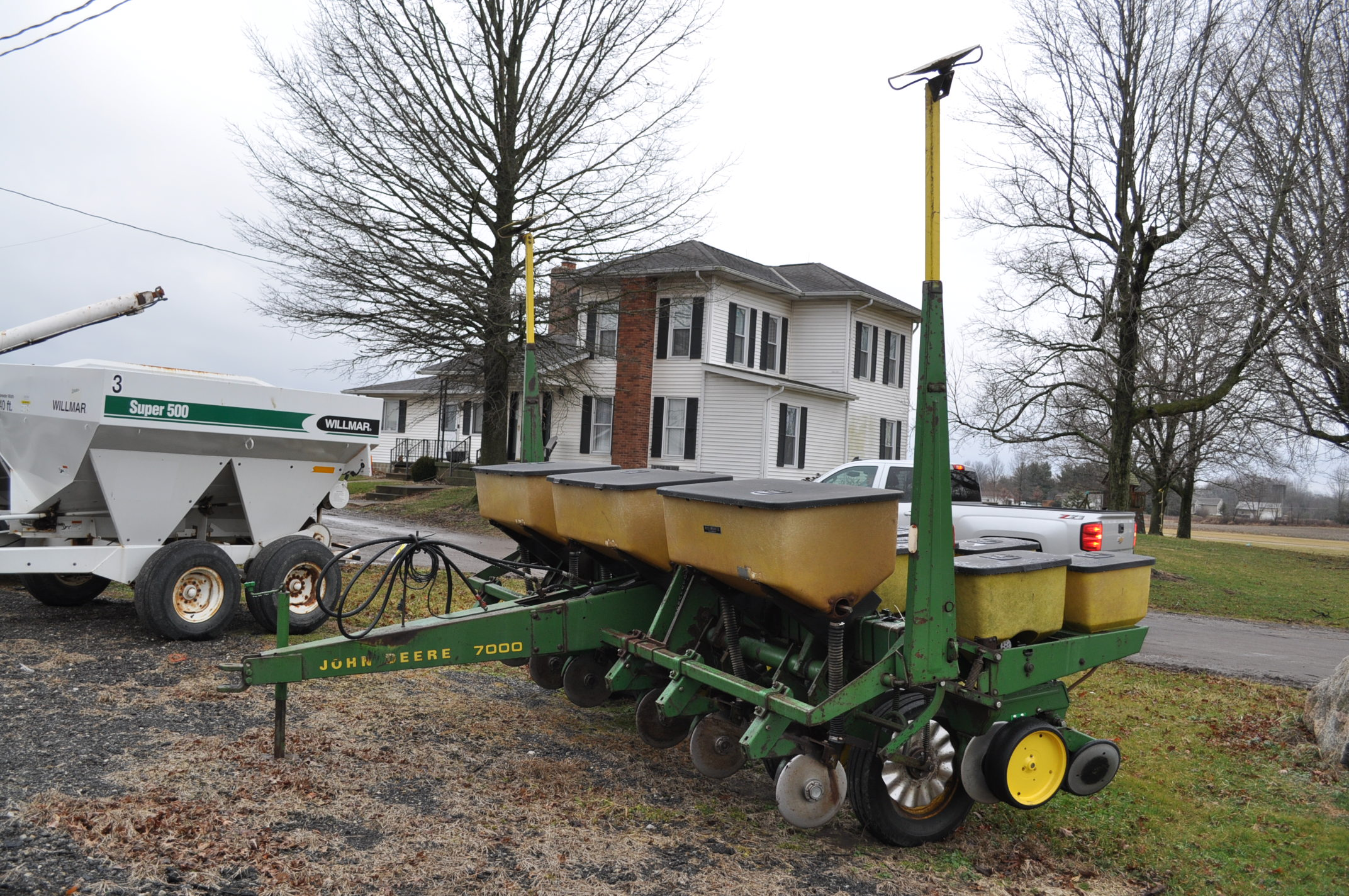 "John Deere 7000 corn planter, 6 row 30"", 2x2 dry fertilizer, no-till coulters, PP finger pickup"