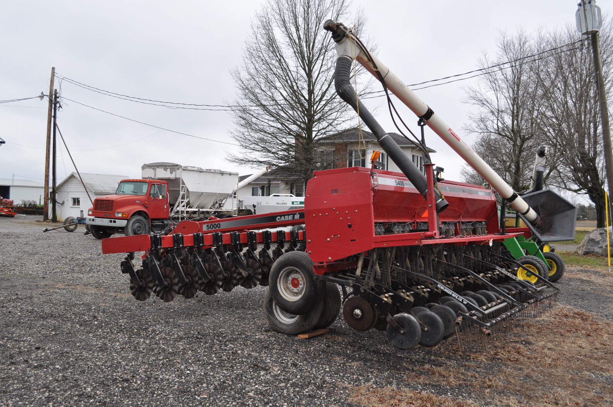 """Case IH 5400 grain drill, 3pt no-till caddie cart, 7 ½"""" spacing, 2 bar coil tine drag, Remlinger - Image 2 of 13"""