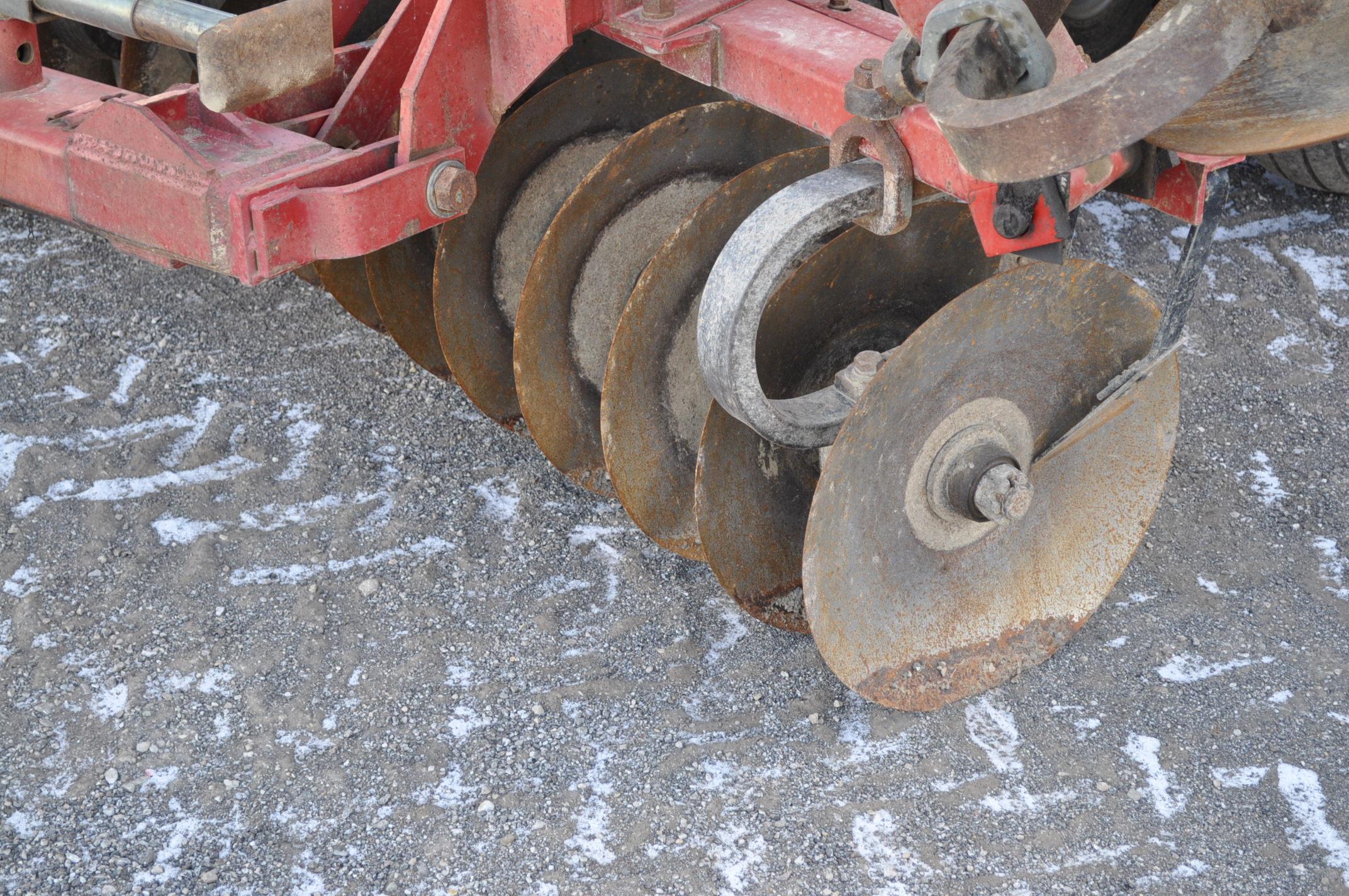 "34' Case IH 3950 disc, 7 ½"" spacing, rock flex, 3 bar harrow, rear hitch, tandem axle - Image 7 of 14"