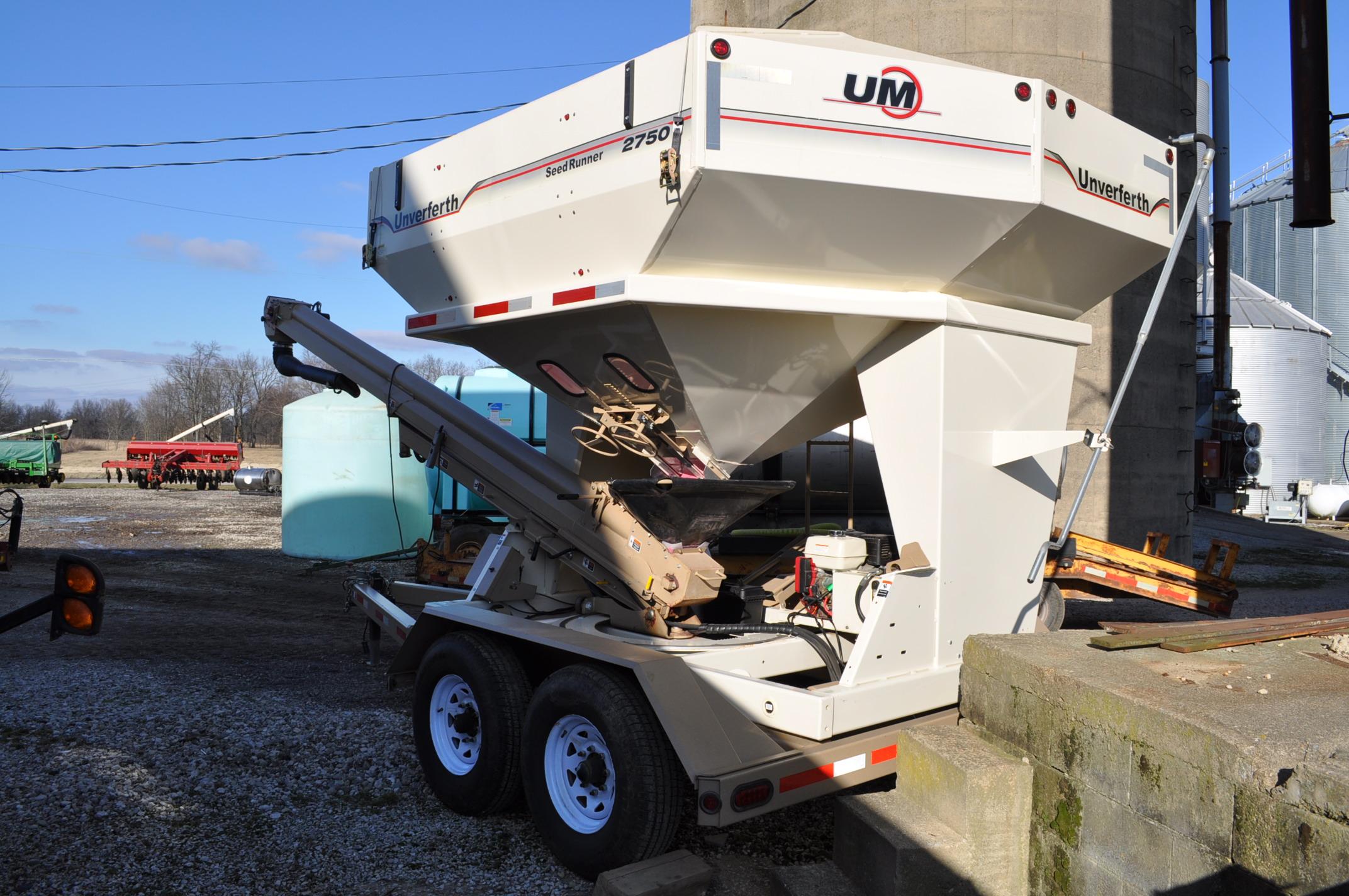 """Unverferth 2750 Seedrunner seed tender, tandem axle, scales, 6"""" conveyor, manual doors, roll tarp, - Image 2 of 10"""