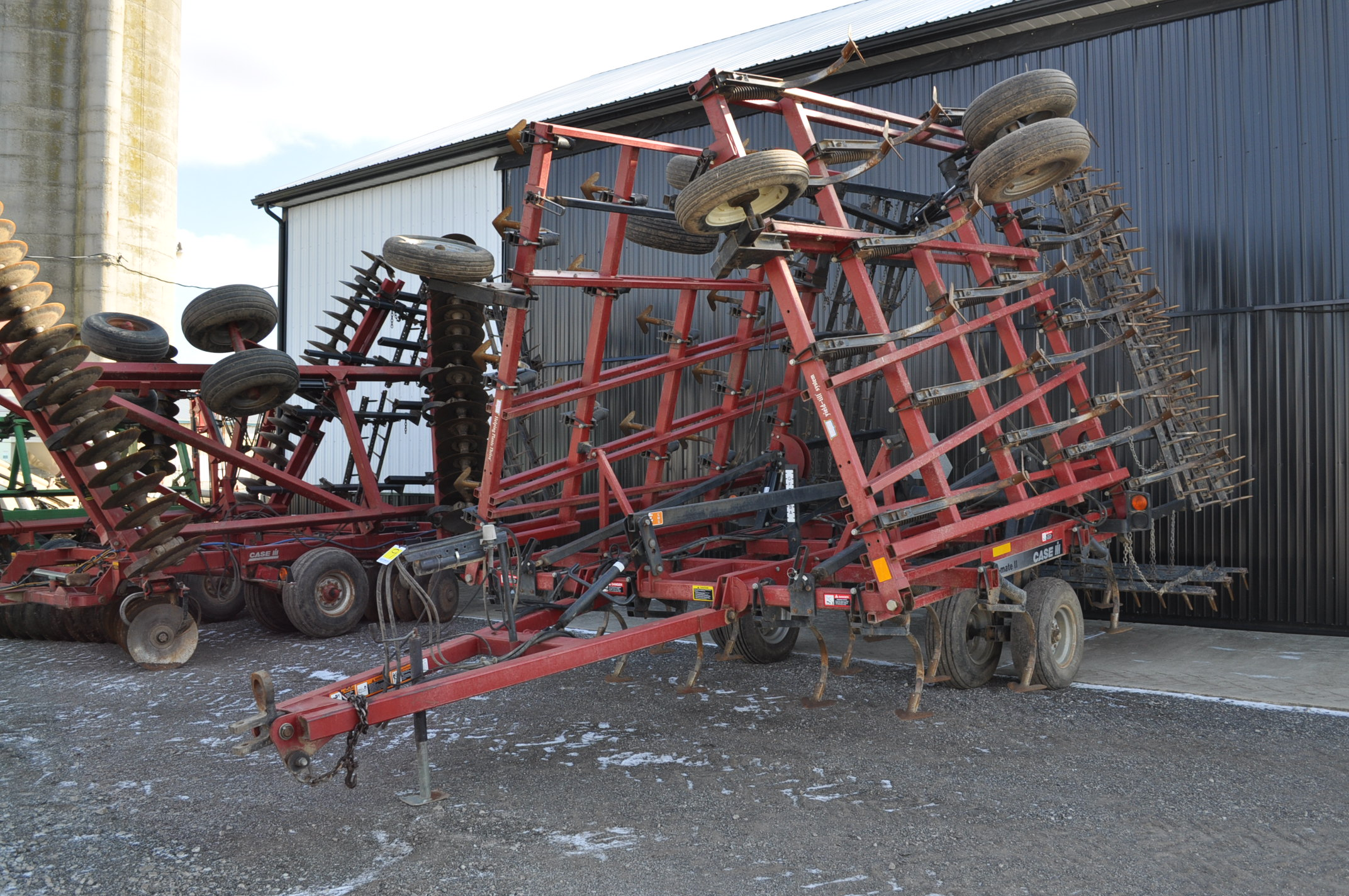 30' Case IH TigerMate II field cultivator, walking tandems, 5 bar spike tooth harrow, rear hitch and