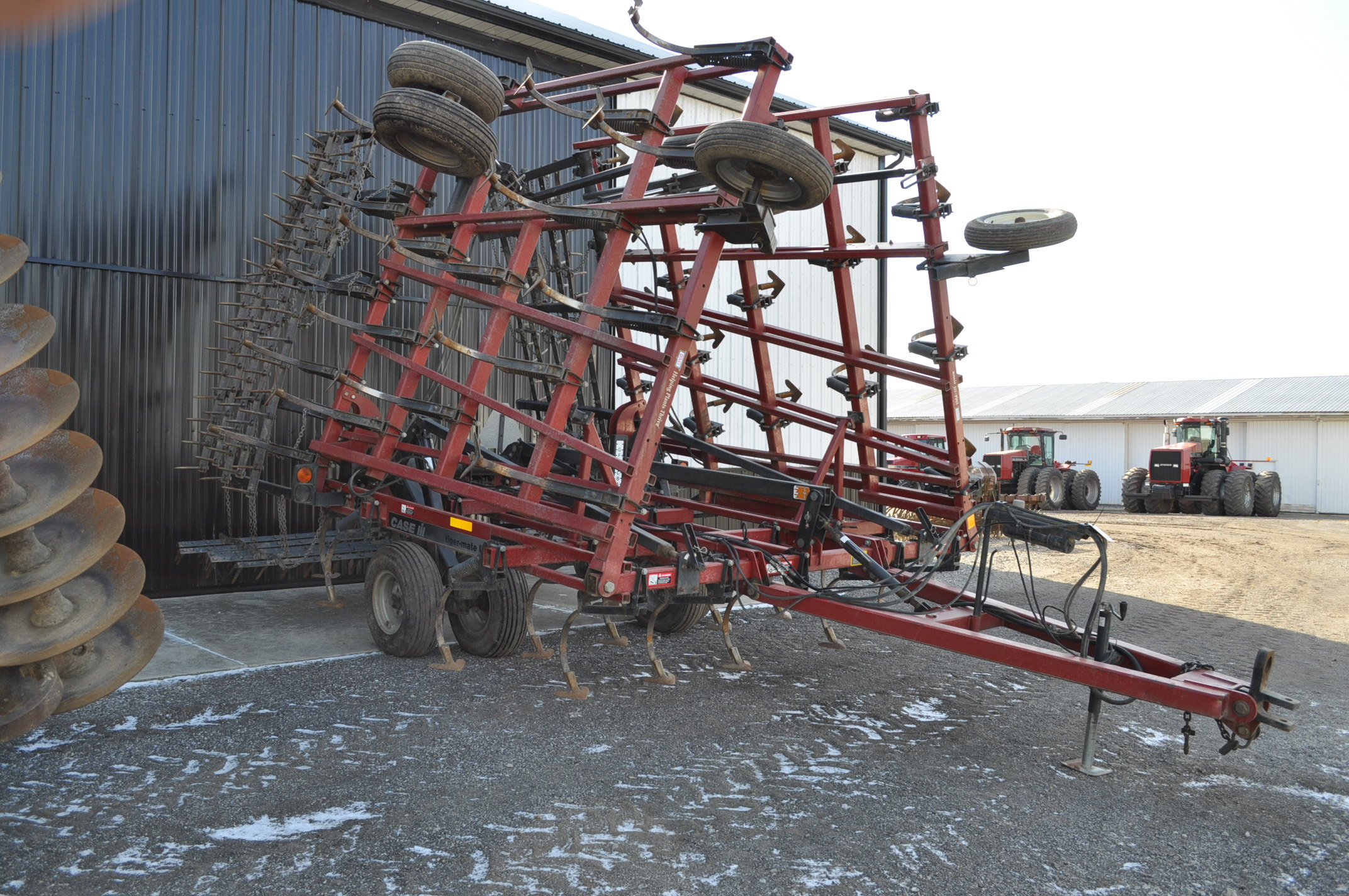 30' Case IH TigerMate II field cultivator, walking tandems, 5 bar spike tooth harrow, rear hitch and - Image 2 of 12