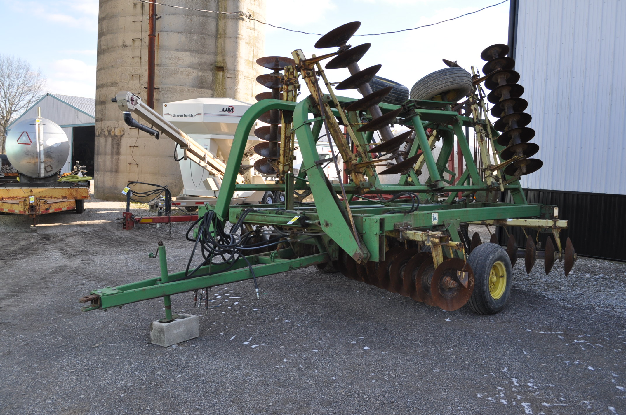 "23' John Deere 230 disc, hyd fold, 9"" spacing, rear hitch and hyd"