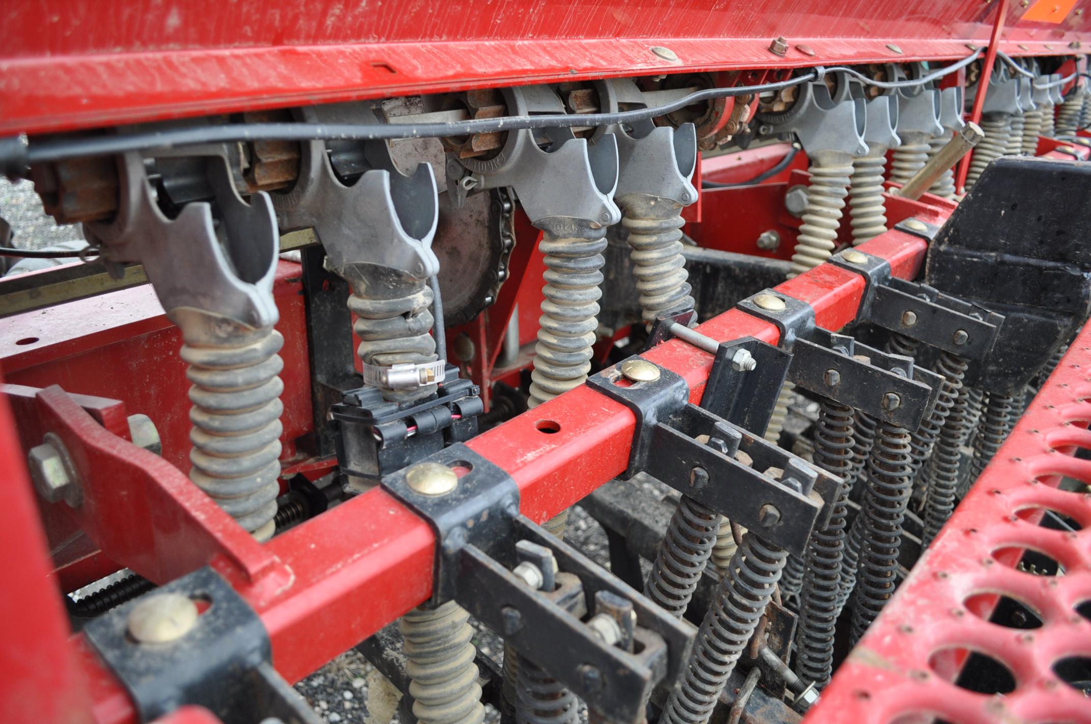 """Case IH 5400 grain drill, 3pt no-till caddie cart, 7 ½"""" spacing, 2 bar coil tine drag, Remlinger - Image 8 of 13"""