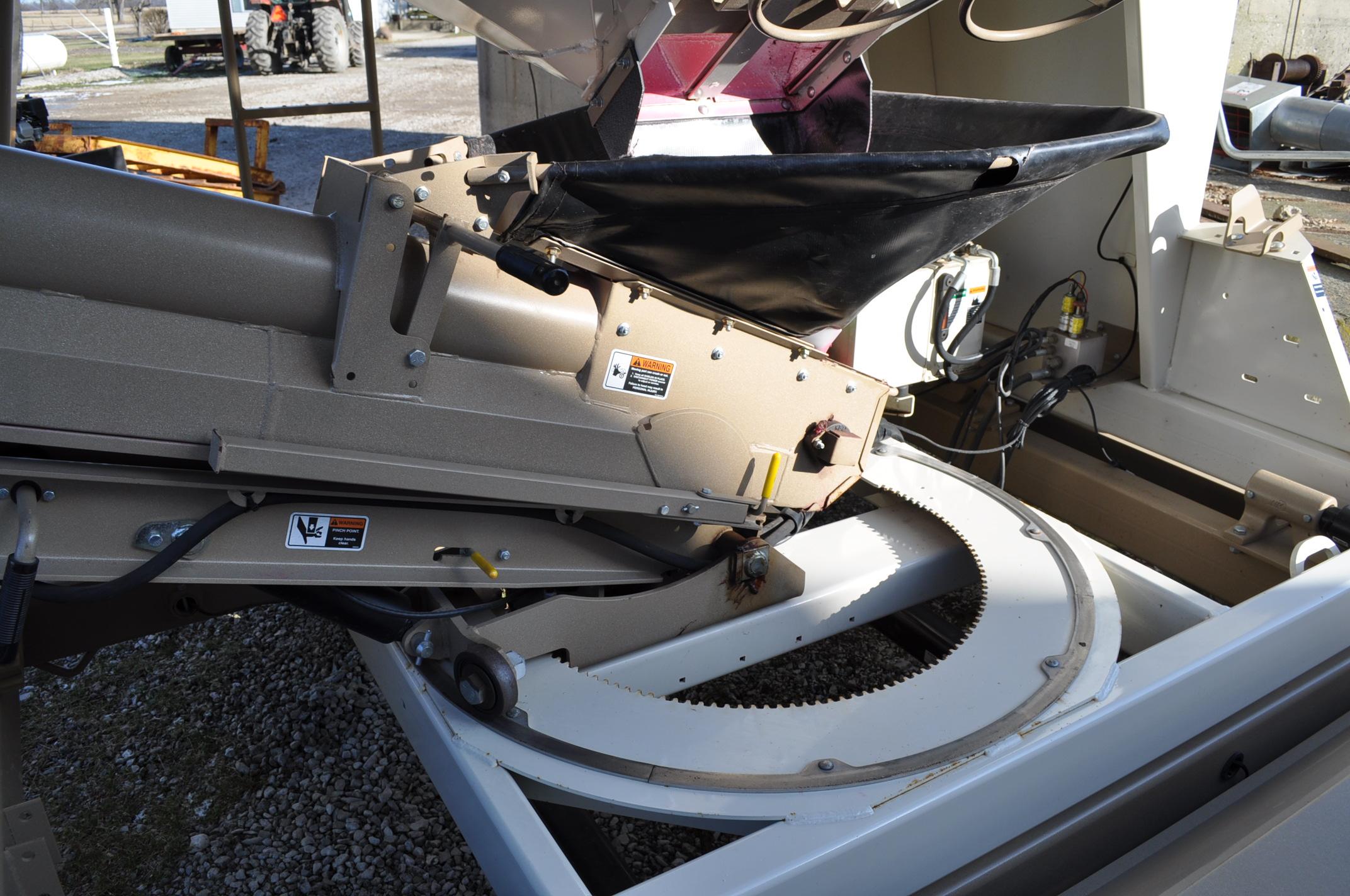"""Unverferth 2750 Seedrunner seed tender, tandem axle, scales, 6"""" conveyor, manual doors, roll tarp, - Image 9 of 10"""