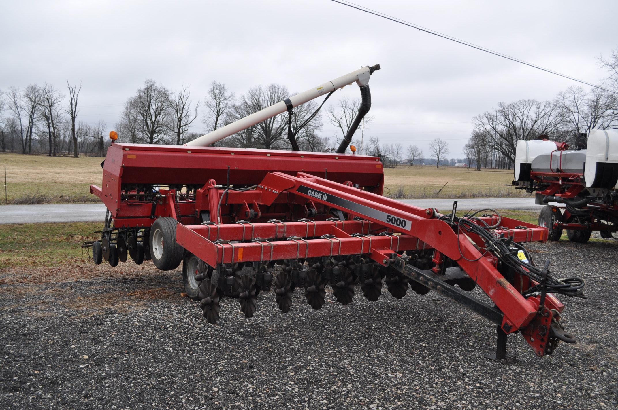 """Case IH 5400 grain drill, 3pt no-till caddie cart, 7 ½"""" spacing, 2 bar coil tine drag, Remlinger - Image 4 of 13"""
