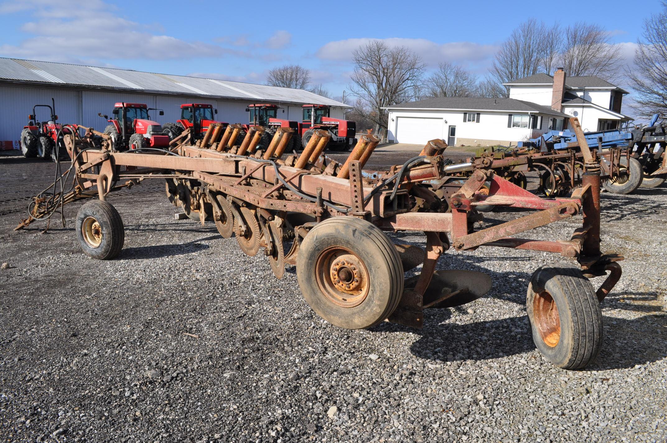 International 700 onland moldboard plow, 7 btm, auto reset trip - Image 4 of 16