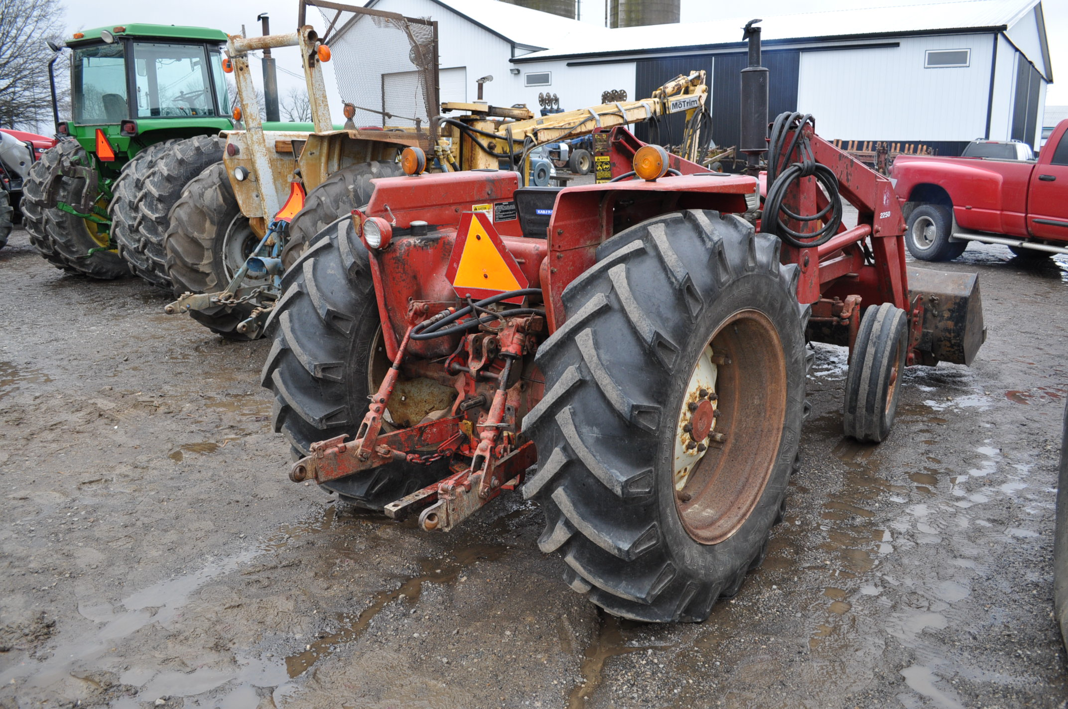 International 674 tractor, 16.9-30 rear, 7.50-16 front, diesel, single hyd, 3pt, 540 PTO, sells with - Image 3 of 16