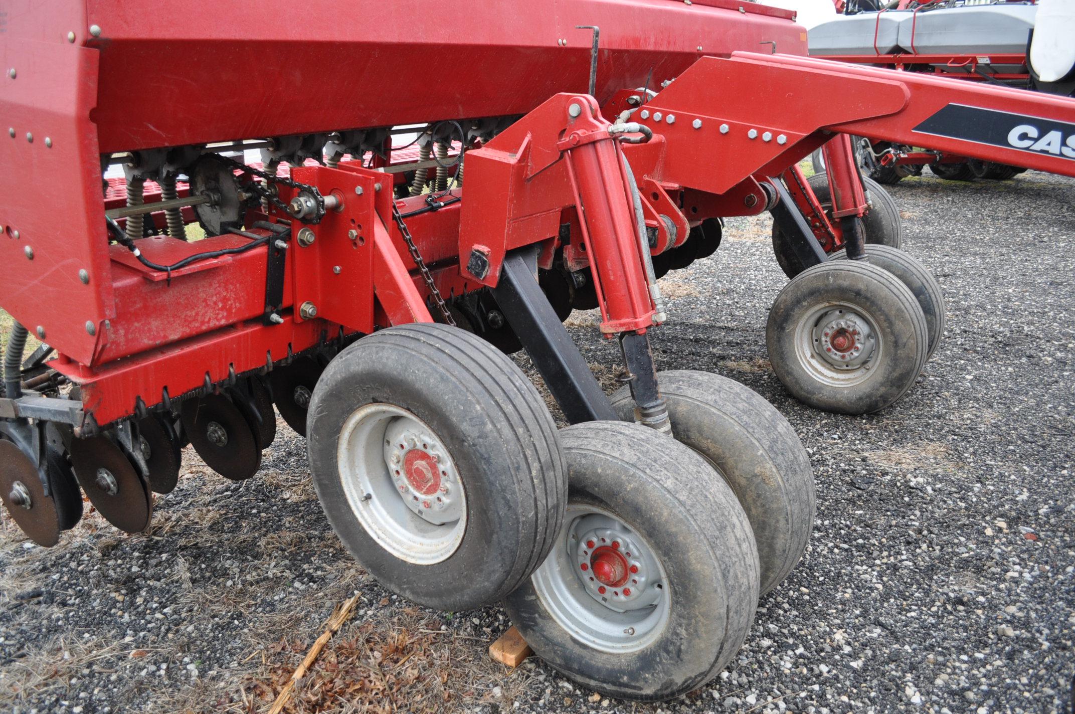 """Case IH 5400 grain drill, 3pt no-till caddie cart, 7 ½"""" spacing, 2 bar coil tine drag, Remlinger - Image 13 of 13"""