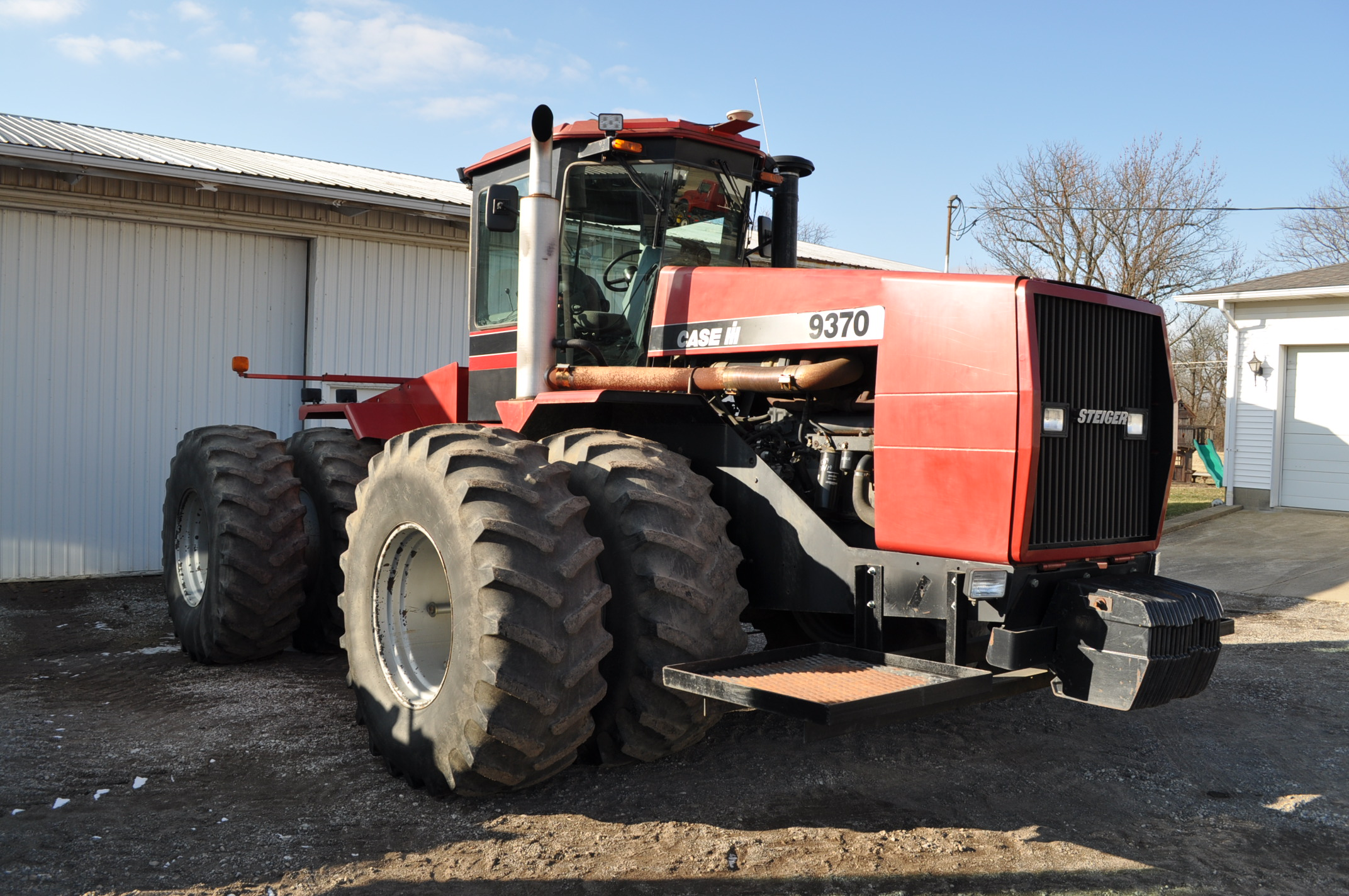 Case IH 9370 4WD tractor, 24.5R32 duals, power shift, skip shift, 4 hyd remotes, 4622 hrs, front