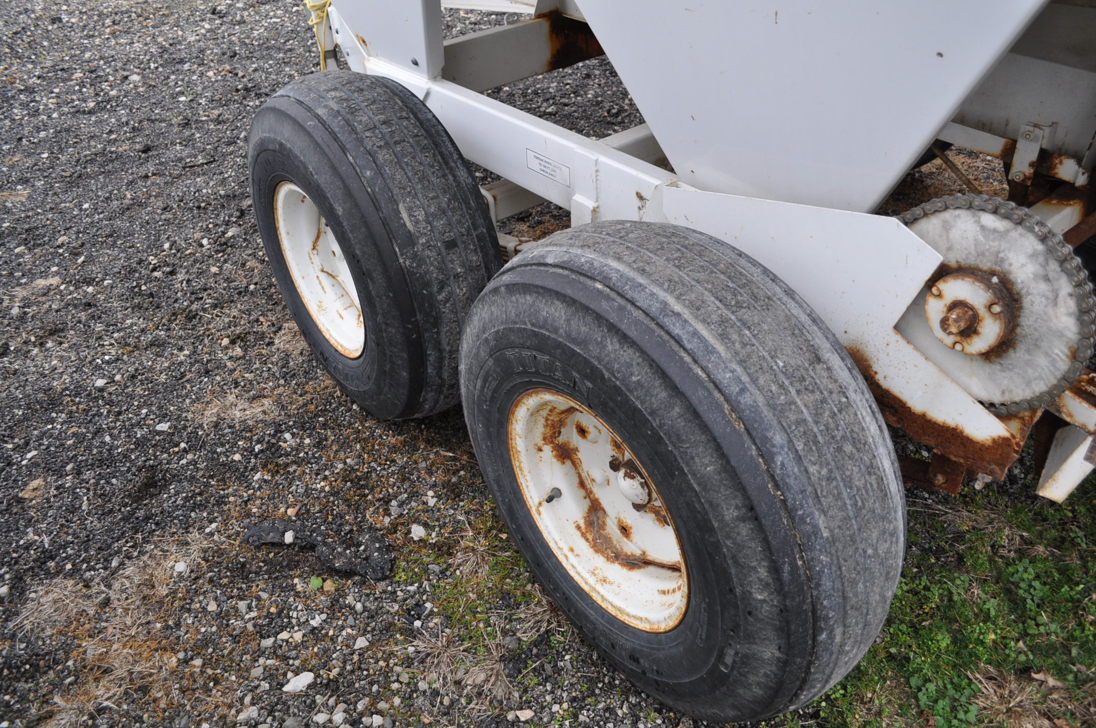 Wilmar Super 500 dry fertilizer spreaders, tandem axles, 12.5L-15 tires, twin spreaders, 540 pto - Image 10 of 12