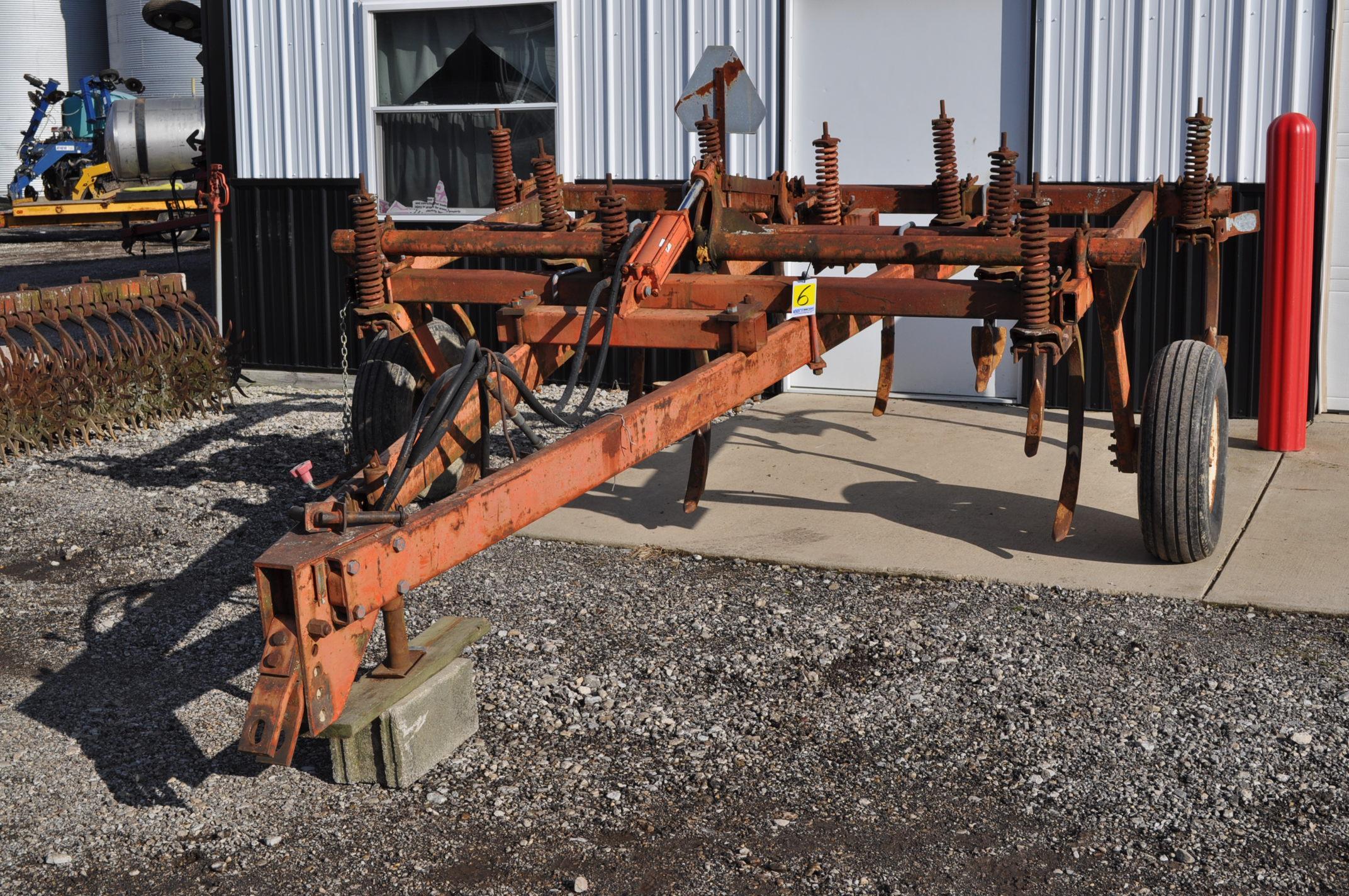 Allis Chalmers chisel plow, 10 shank, hyd raise