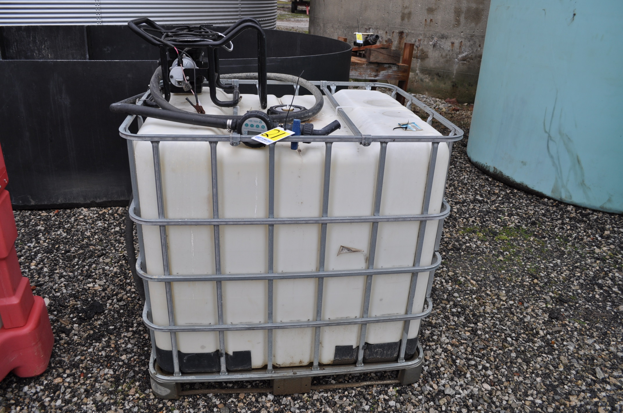 265 gal chemical cage tank with 12volt pump, meter and hose