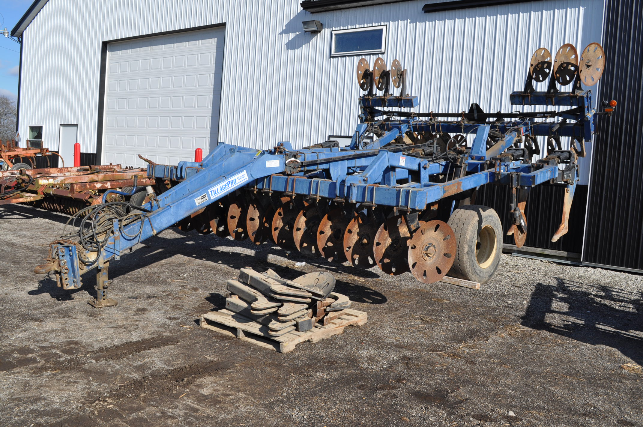 Blu-Jet Tillage Pro 7 shank inline ripper, front and rear hyd adjustable discs, sells with extra