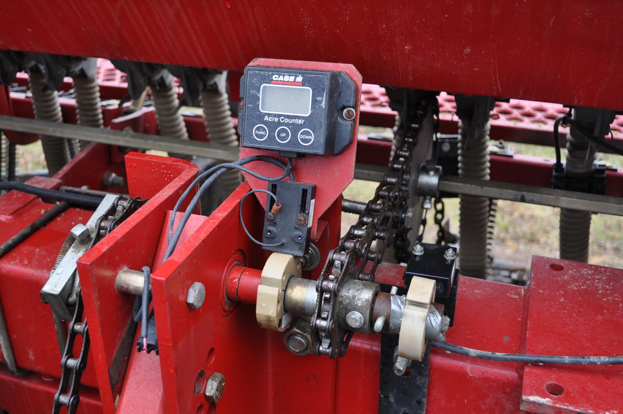 """Case IH 5400 grain drill, 3pt no-till caddie cart, 7 ½"""" spacing, 2 bar coil tine drag, Remlinger - Image 7 of 13"""