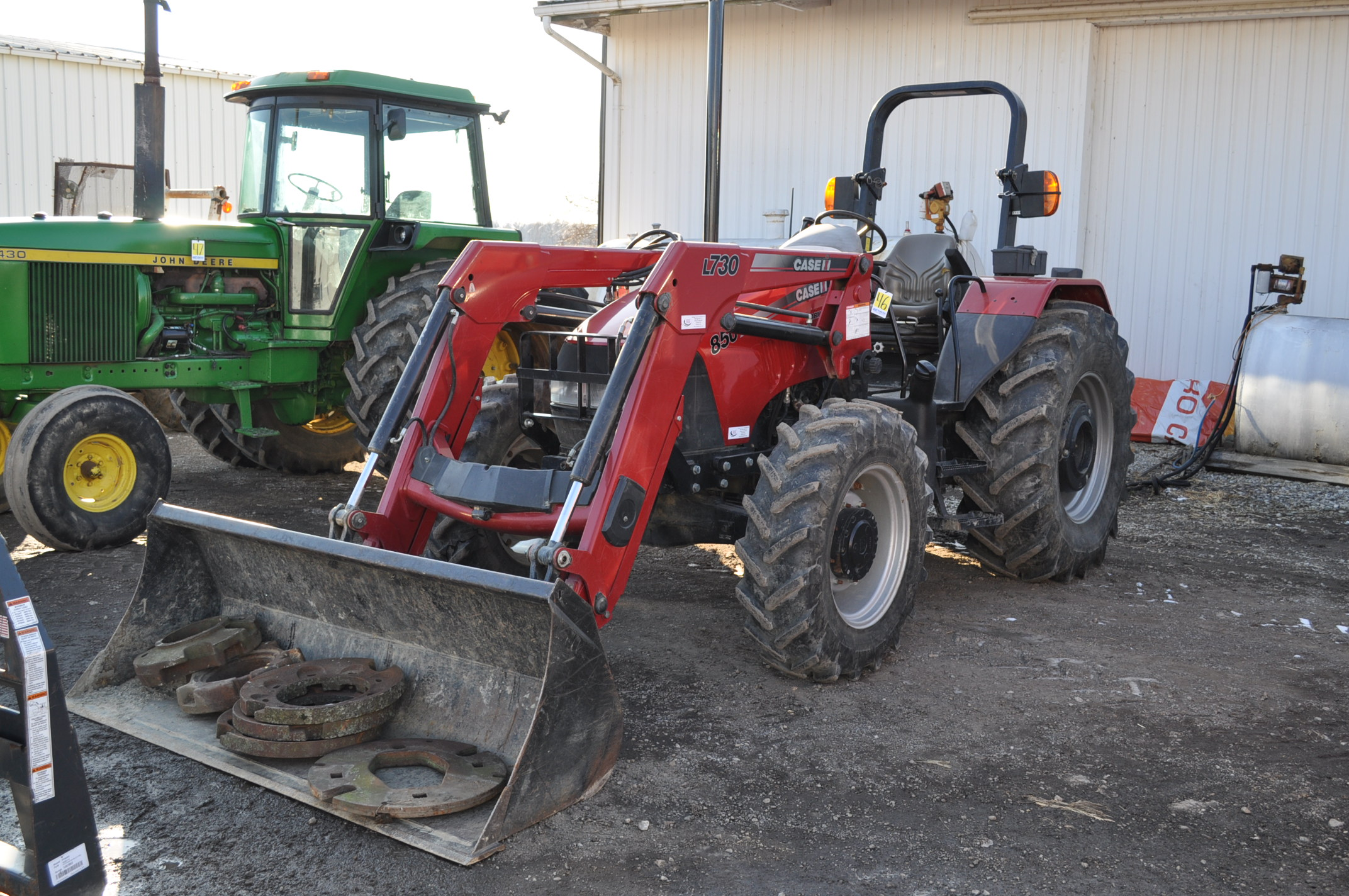 Case IH 85U Farmall MFWD tractor, 18.4R30 rear, 12.4R24 front, open station, mechanical shuttle - Image 2 of 16