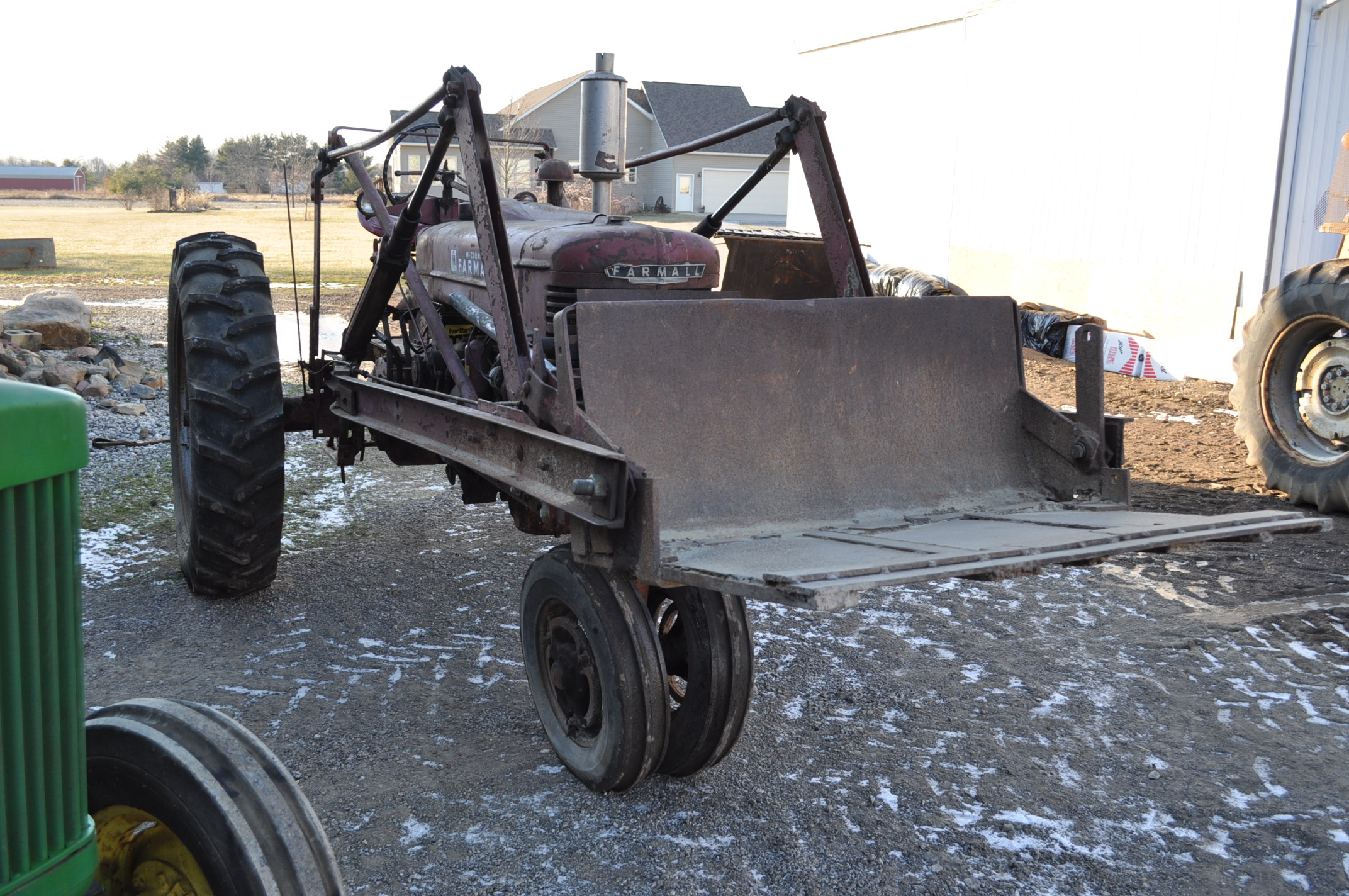 Farmall M tractor, 13.6-38 rear, narrow front, gasoline, loader, 540 PTO, SN FBK276 - Image 4 of 11