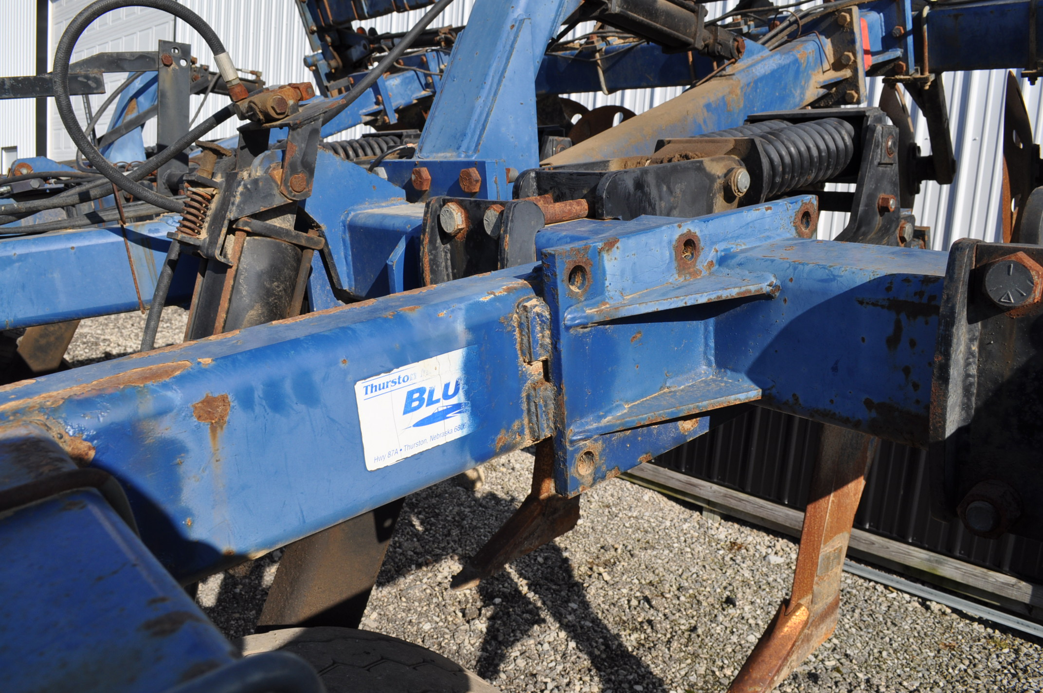 Blu-Jet Tillage Pro 7 shank inline ripper, front and rear hyd adjustable discs, sells with extra - Image 12 of 18
