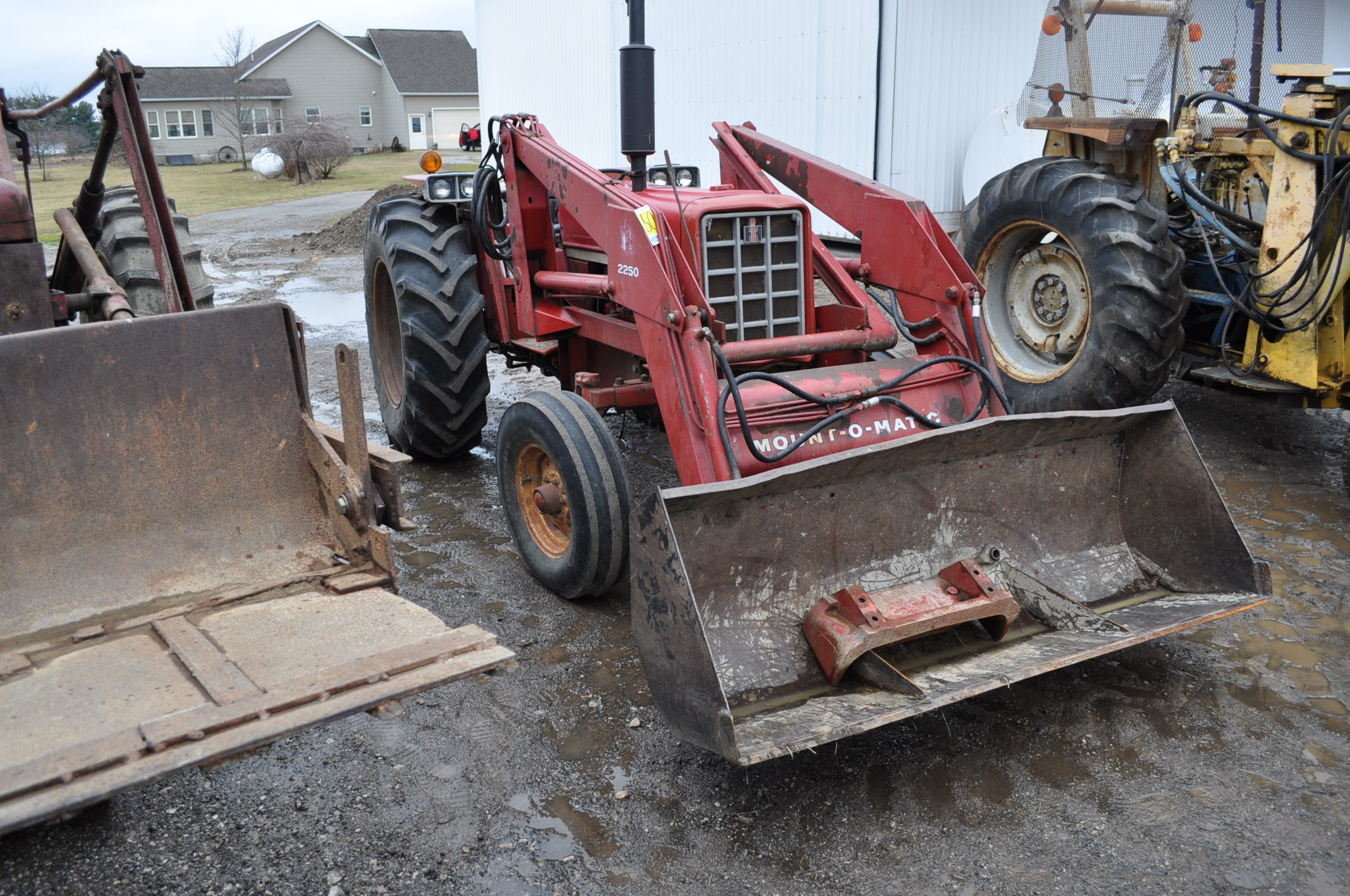International 674 tractor, 16.9-30 rear, 7.50-16 front, diesel, single hyd, 3pt, 540 PTO, sells with - Image 2 of 16