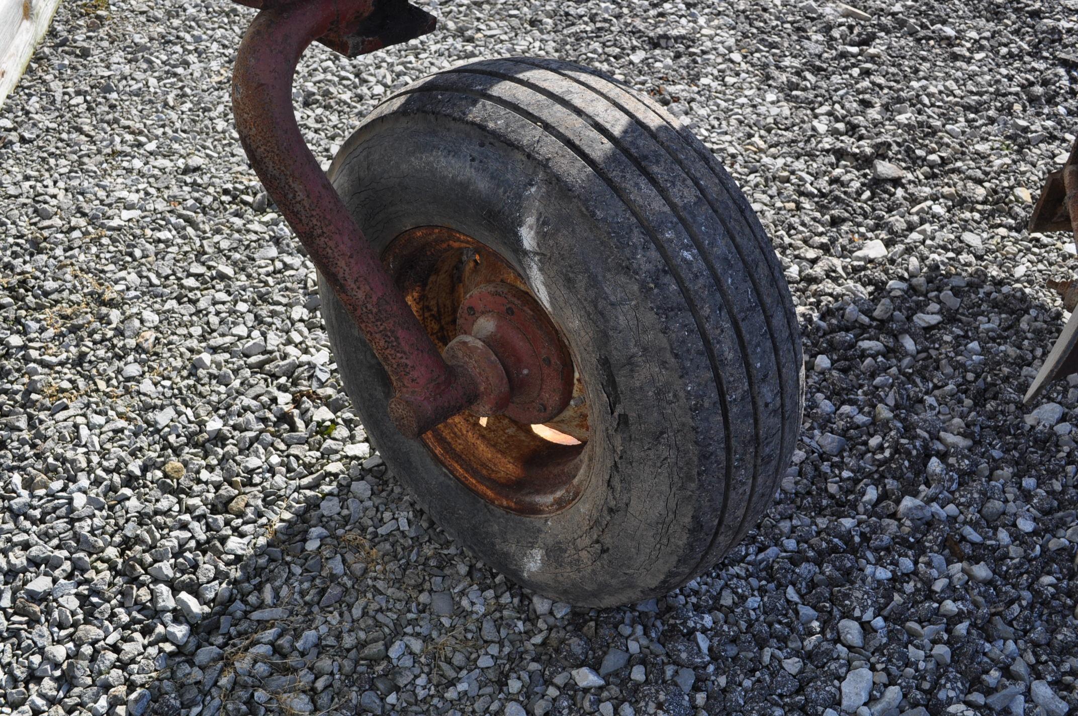 International 700 onland moldboard plow, 7 btm, auto reset trip - Image 7 of 16