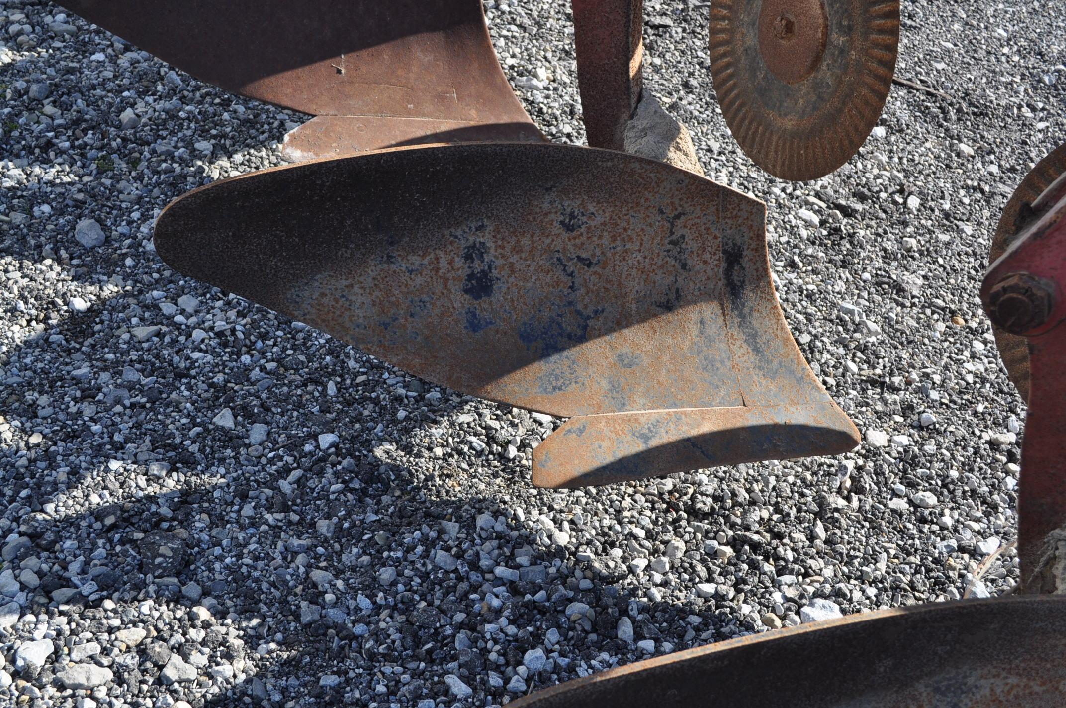 International 700 onland moldboard plow, 7 btm, auto reset trip - Image 13 of 16