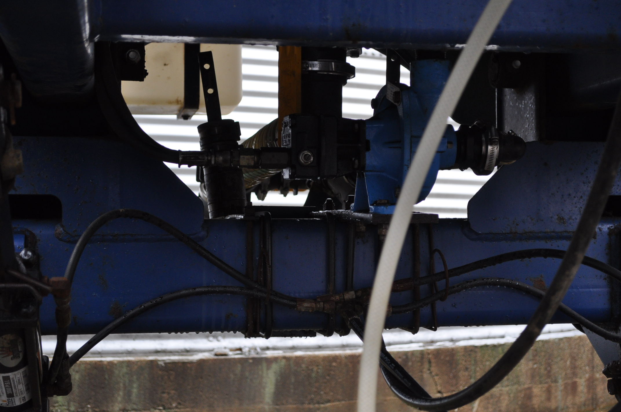 Blu-Jet AT 4010 28% applicator, 12/16 row, 1200 gal poly tank, 320/90R46 tires, hyd drive pump, - Image 10 of 12