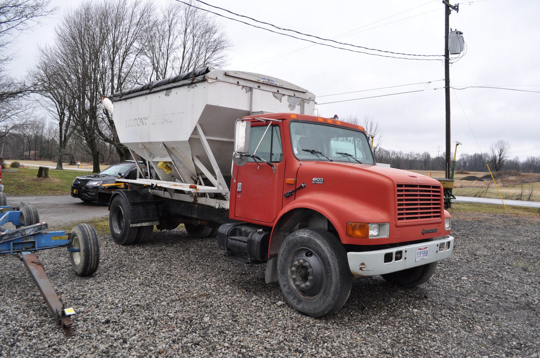2000 International 4900 dry fertilizer tender truck, single axle, DT466E, Spicer 6 spd, spring ride, - Image 4 of 21