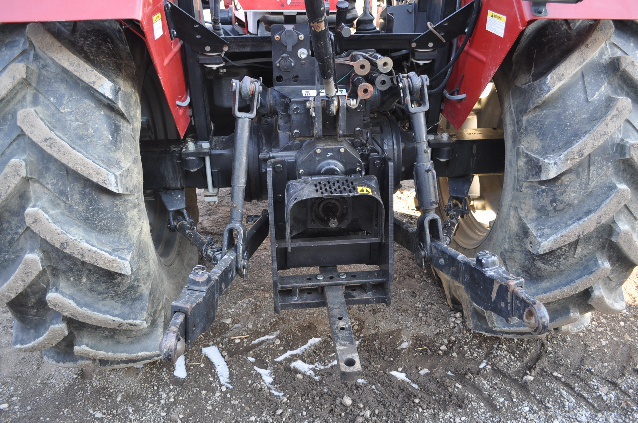 Case IH 85U Farmall MFWD tractor, 18.4R30 rear, 12.4R24 front, open station, mechanical shuttle - Image 11 of 16