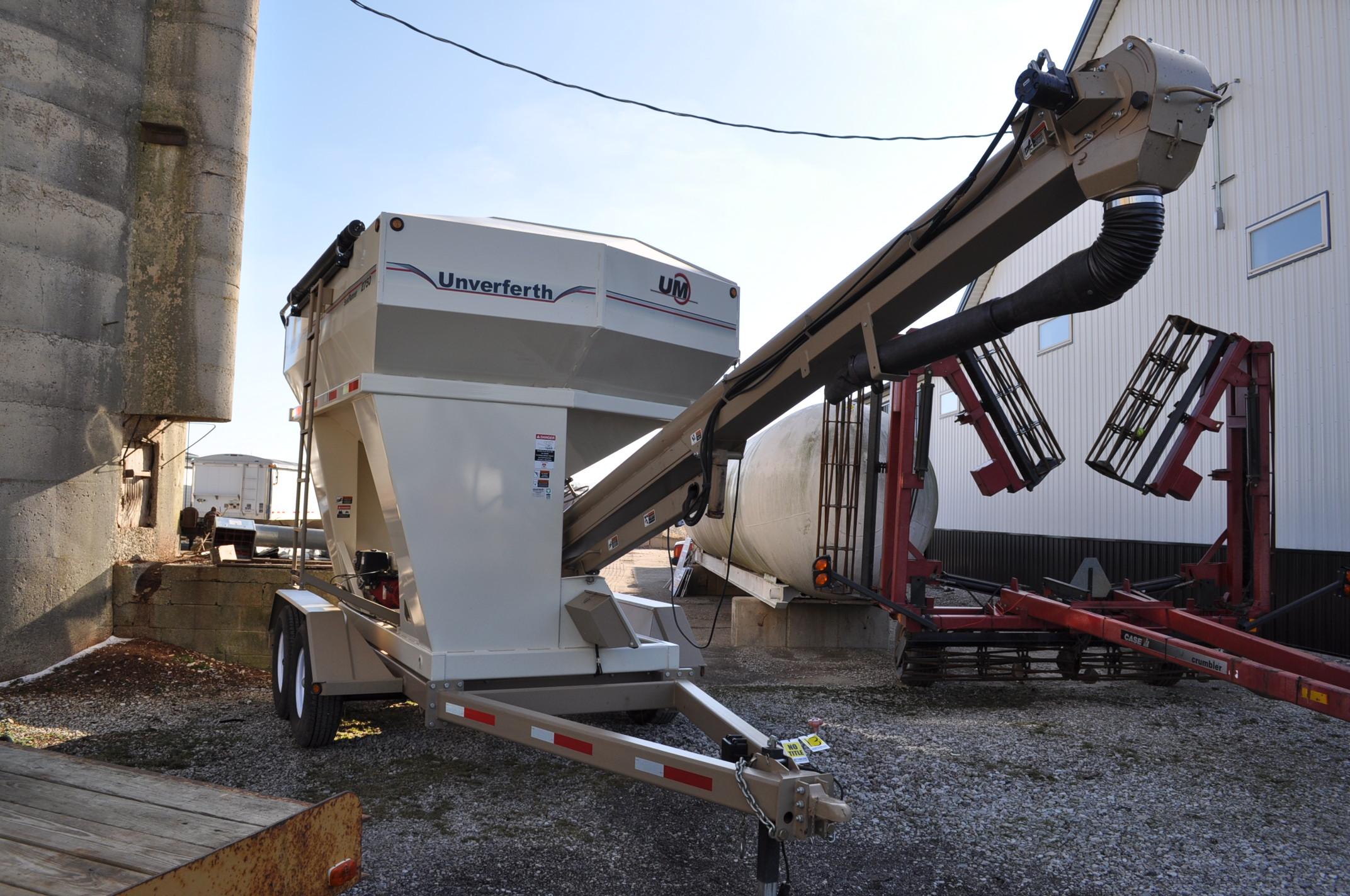 """Unverferth 2750 Seedrunner seed tender, tandem axle, scales, 6"""" conveyor, manual doors, roll tarp, - Image 4 of 10"""