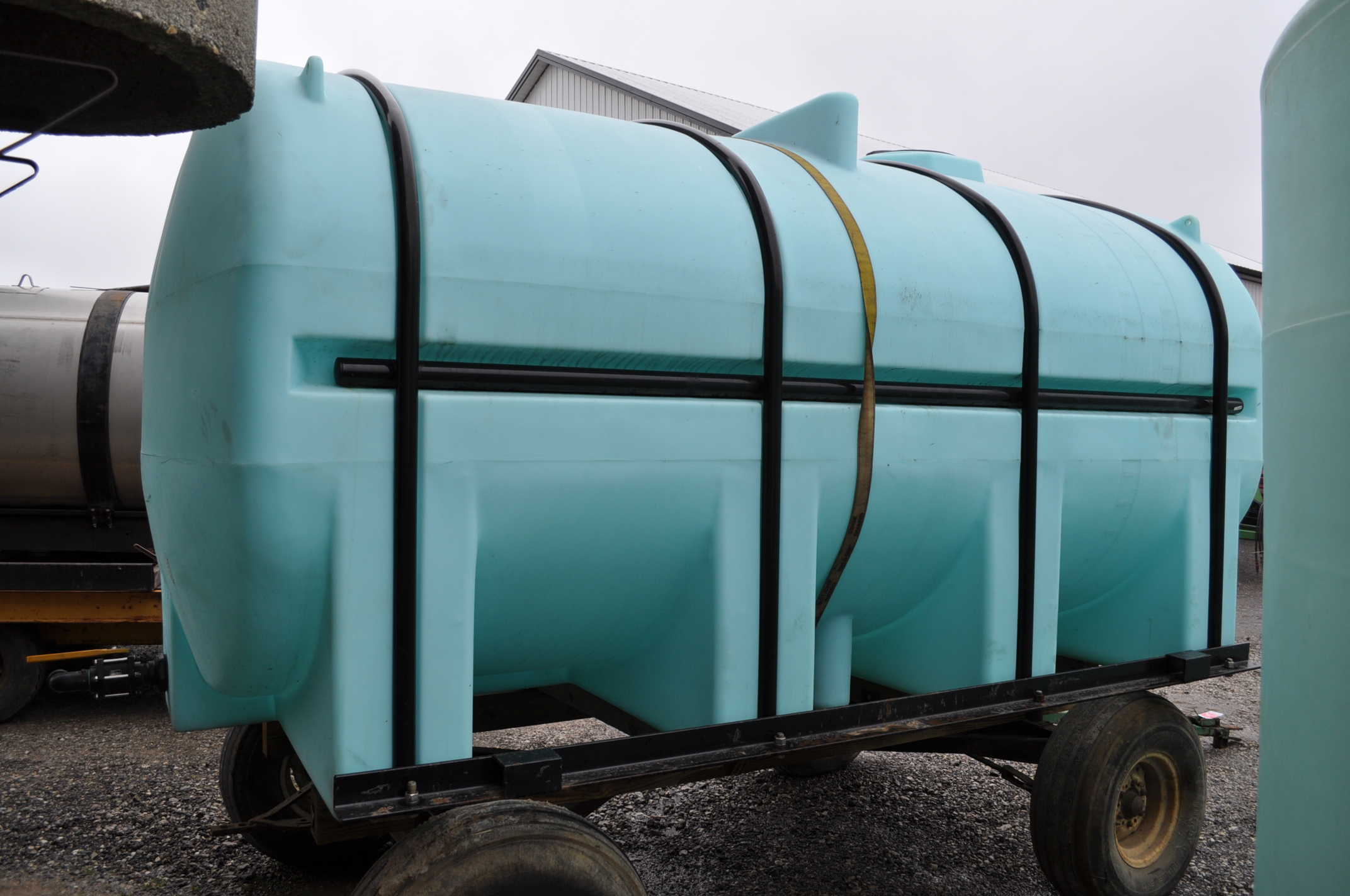 3250 gal poly Ace Roto-Mold leg tank with hoops, wagon gear does not sell - Image 3 of 5