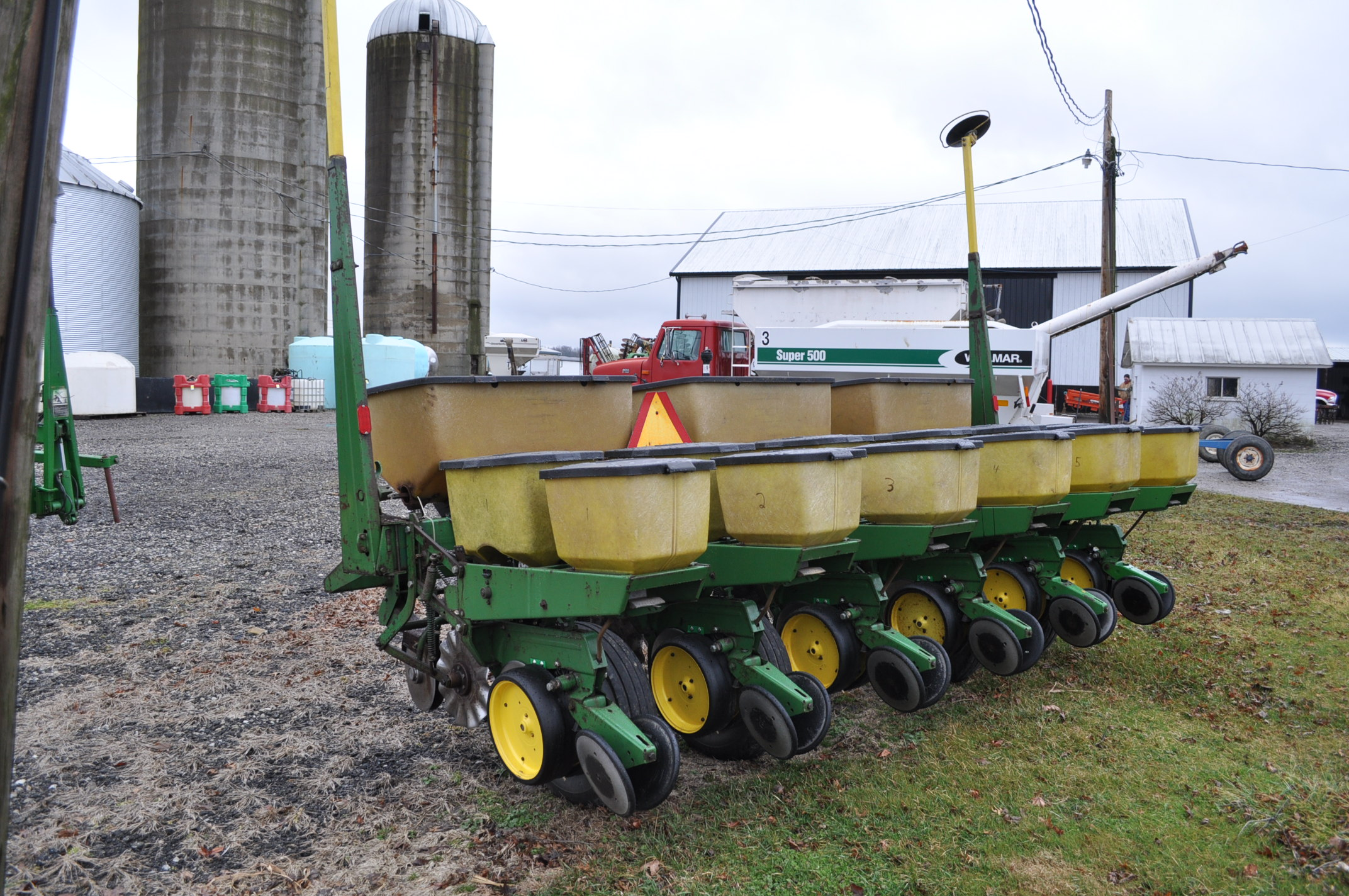 "John Deere 7000 corn planter, 6 row 30"", 2x2 dry fertilizer, no-till coulters, PP finger pickup - Image 2 of 11"