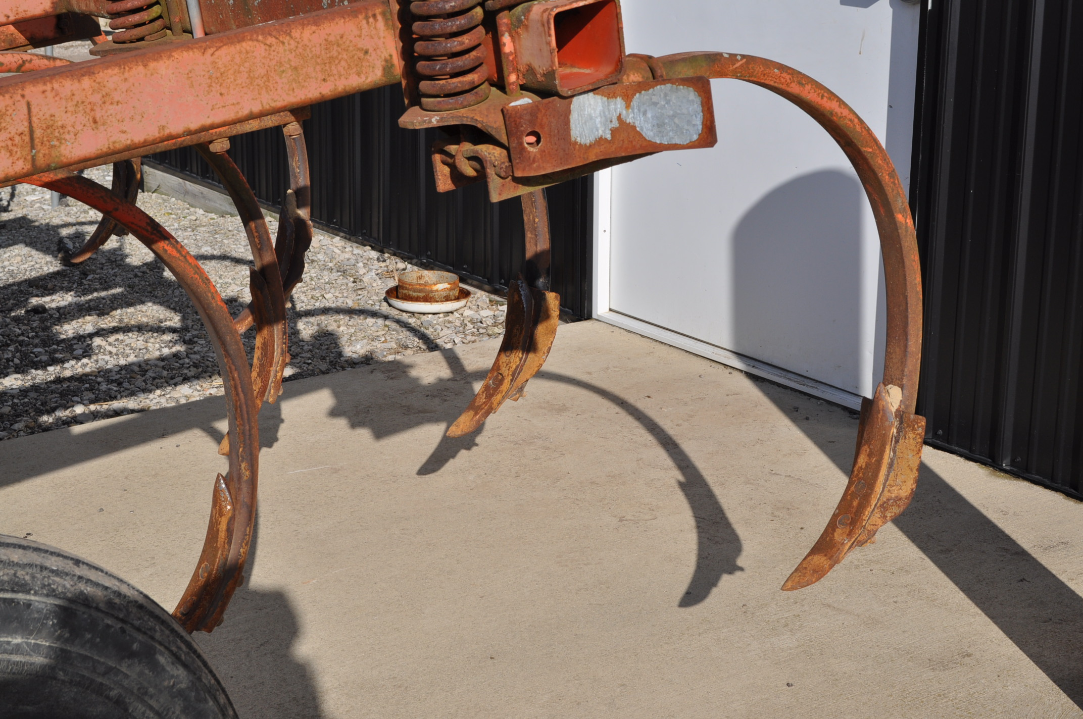 Allis Chalmers chisel plow, 10 shank, hyd raise - Image 6 of 7