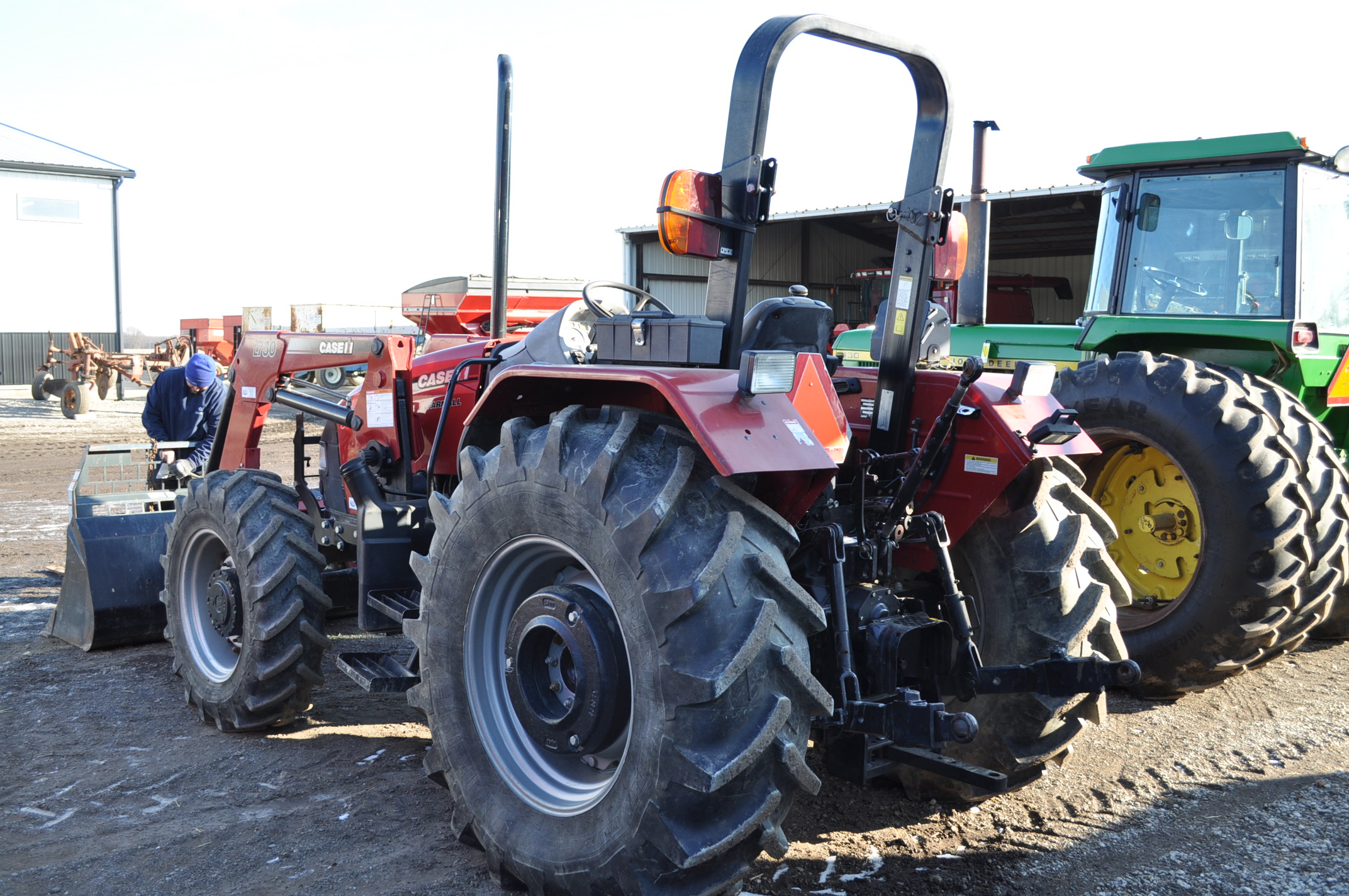 Case IH 85U Farmall MFWD tractor, 18.4R30 rear, 12.4R24 front, open station, mechanical shuttle - Image 3 of 16