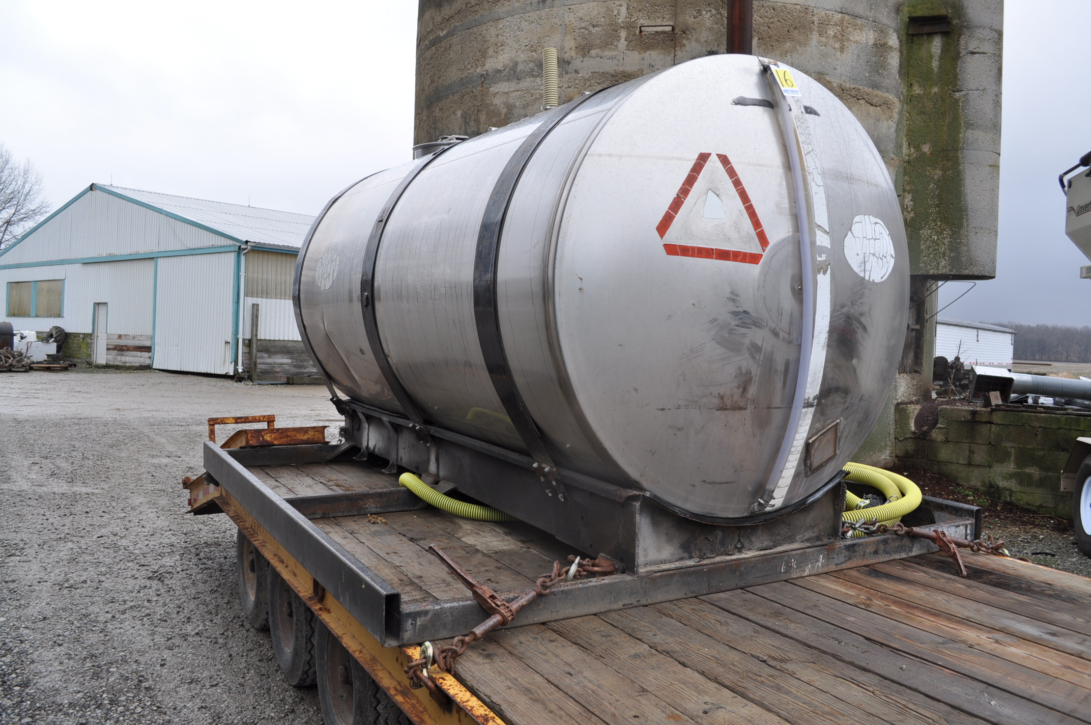 """1400 gal SS tank on steel skid with 2"""" banjo poly pump, Honda engine - Image 4 of 5"""