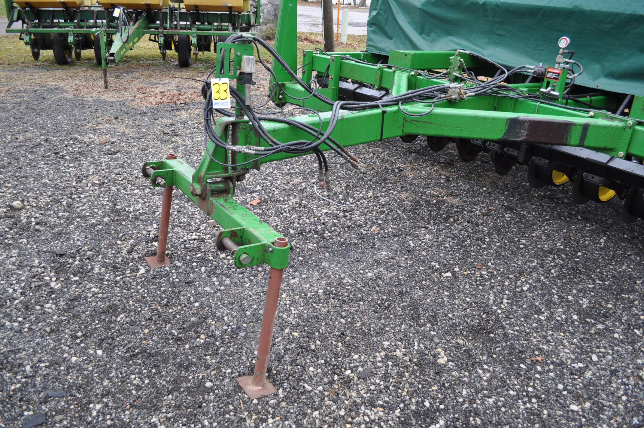 "15' John Deere 750 grain drill, 7 ½"" spacing, 2 pt hitch, markers, poly brush fill auger, new - Image 5 of 12"