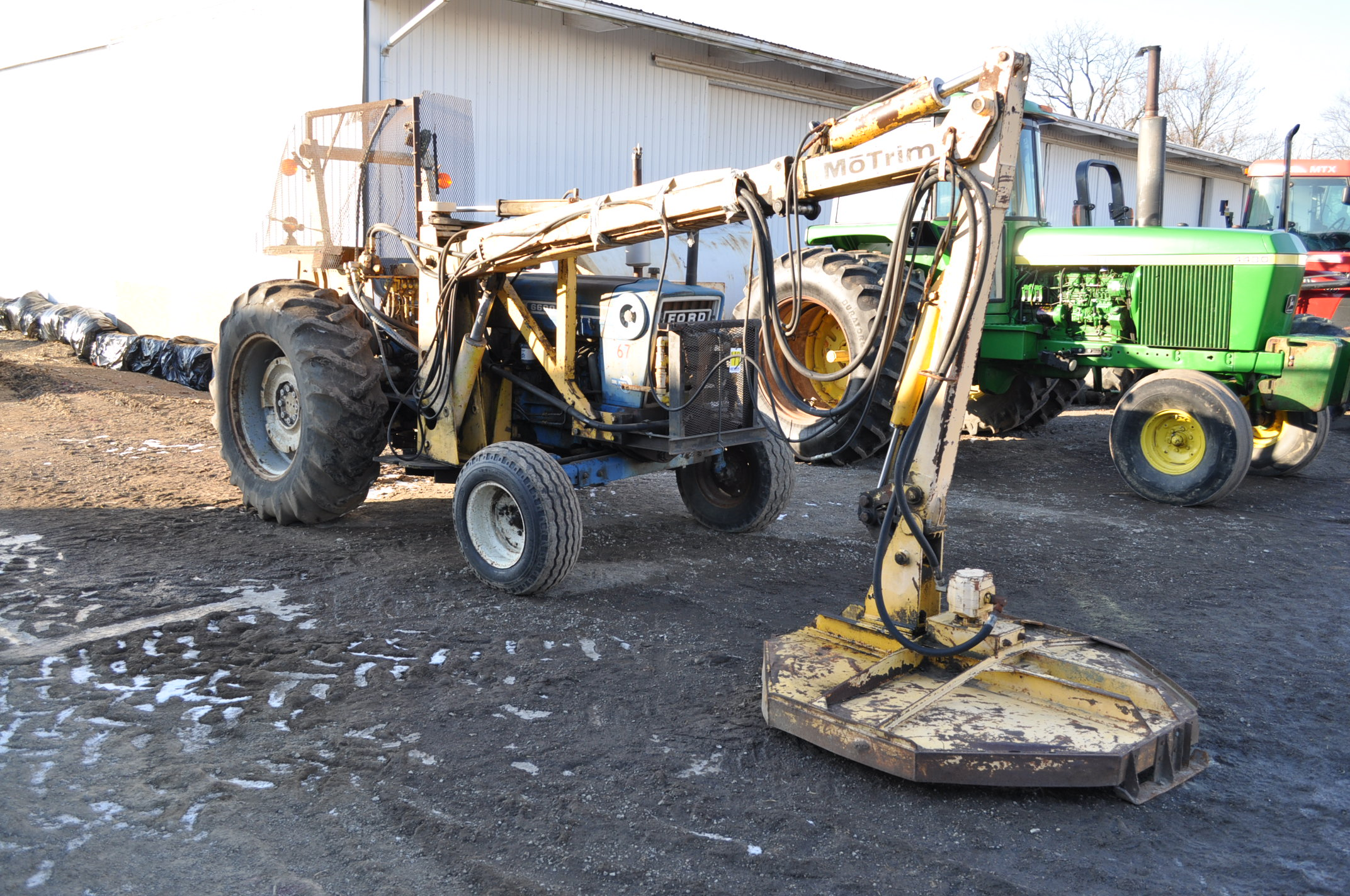 Ford 6600 tractor with MoTrim side arm mower, diesel, dual power, 540 PTO, hyd telescoping arm w/ - Image 5 of 18