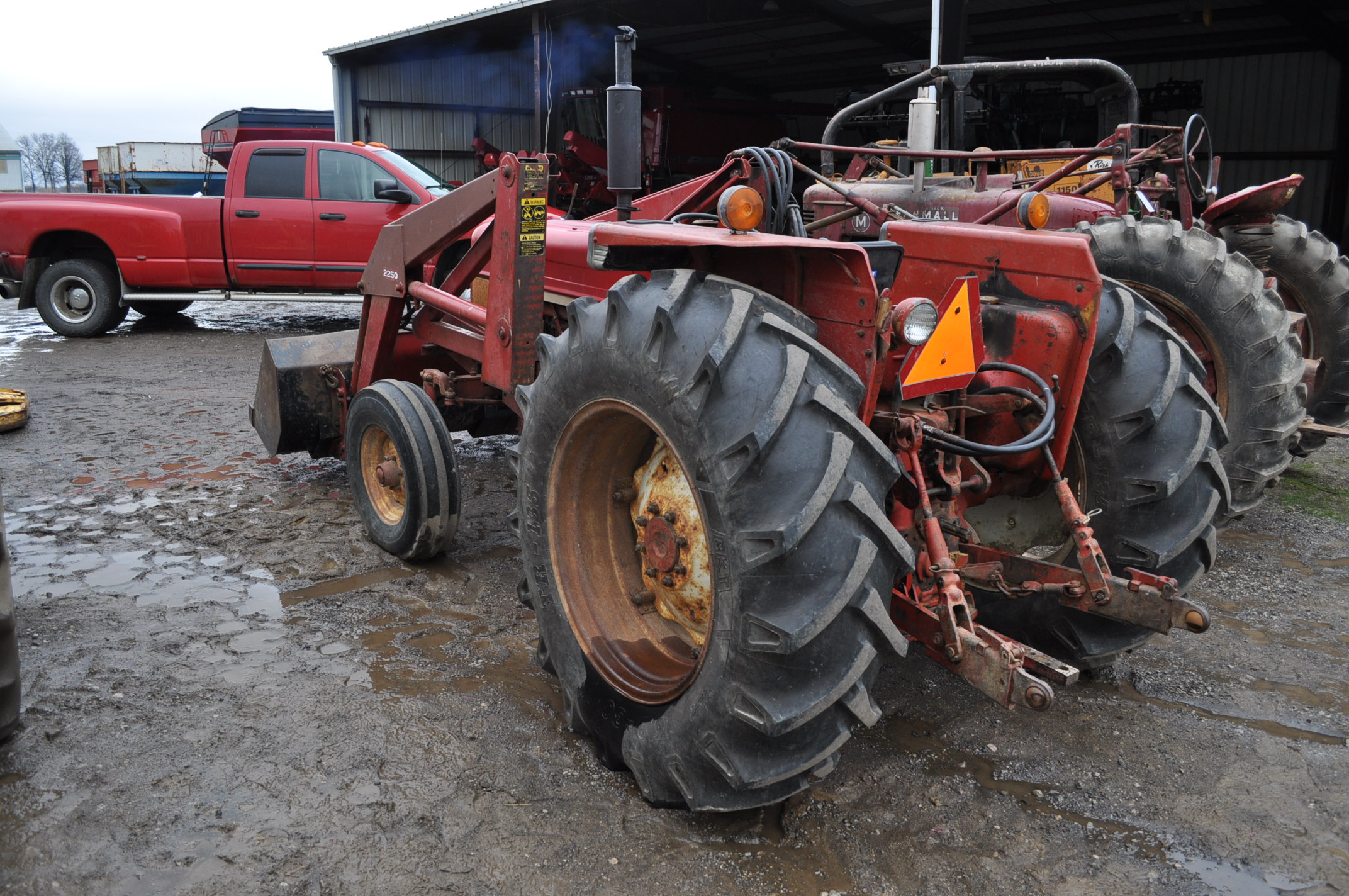 International 674 tractor, 16.9-30 rear, 7.50-16 front, diesel, single hyd, 3pt, 540 PTO, sells with - Image 4 of 16
