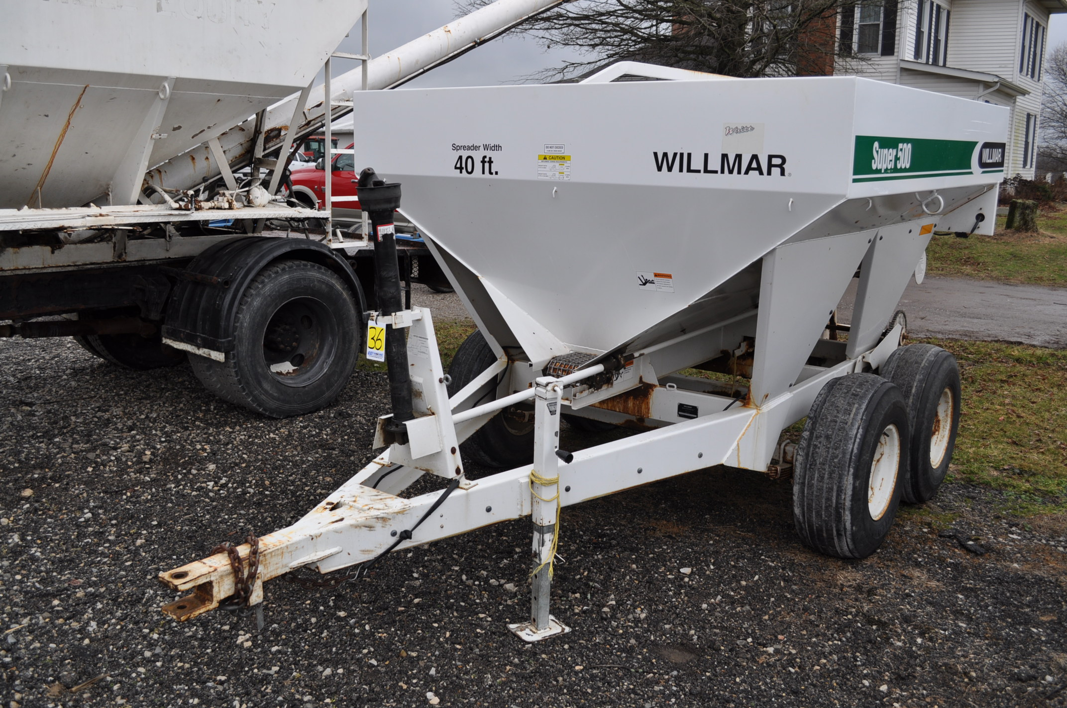 Wilmar Super 500 dry fertilizer spreaders, tandem axles, 12.5L-15 tires, twin spreaders, 540 pto