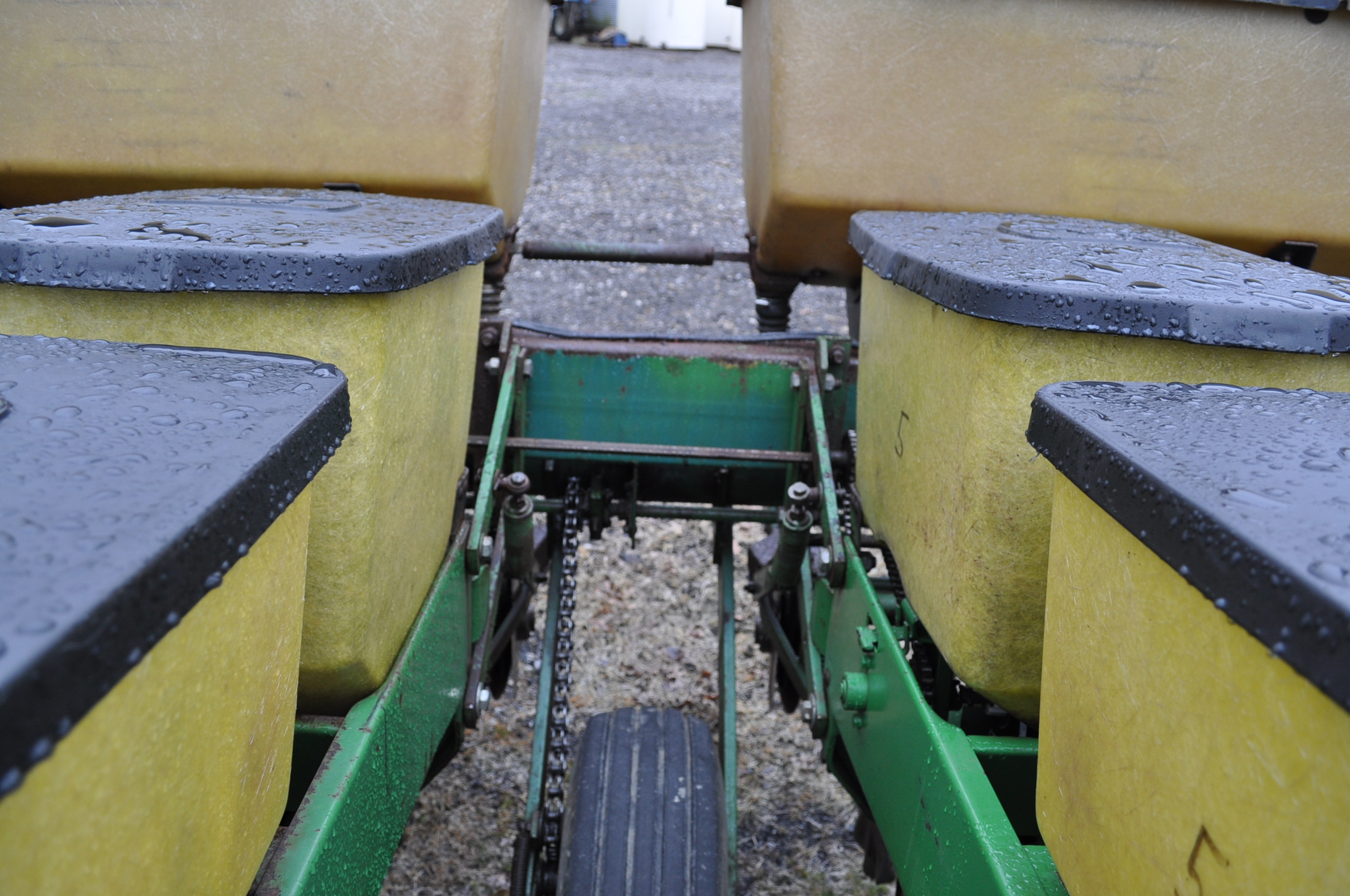 "John Deere 7000 corn planter, 6 row 30"", 2x2 dry fertilizer, no-till coulters, PP finger pickup - Image 10 of 11"