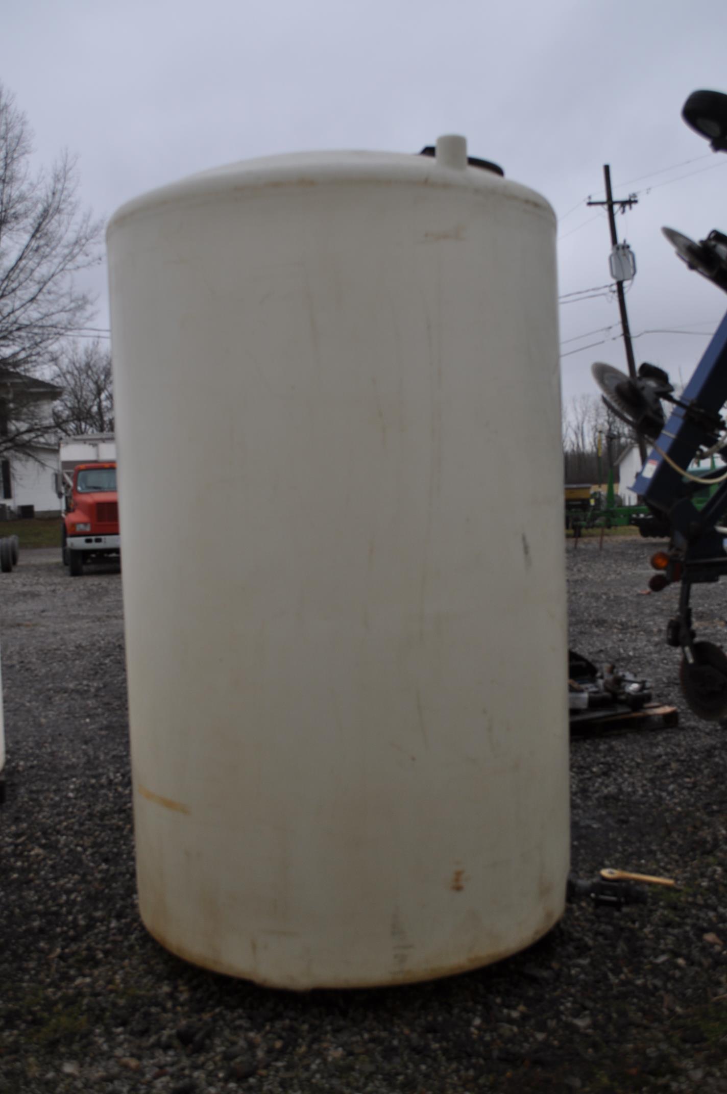 1500 gal flat bottom poly tank - Image 2 of 3